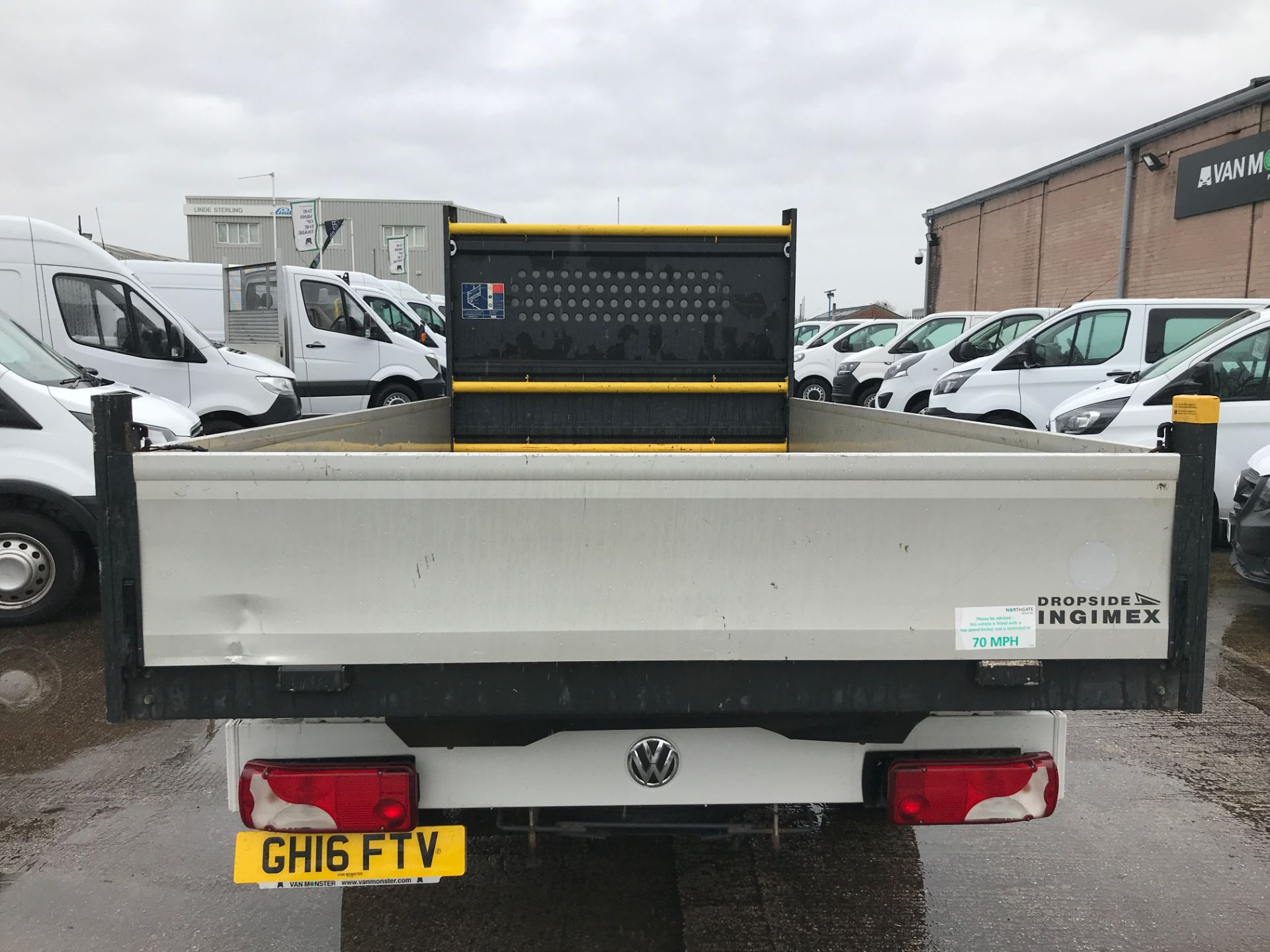 2016 Volkswagen Crafter  CR35 13FT DROPSIDE 2.0TDI 136PS EURO 5 (GH16FTV) Image 9