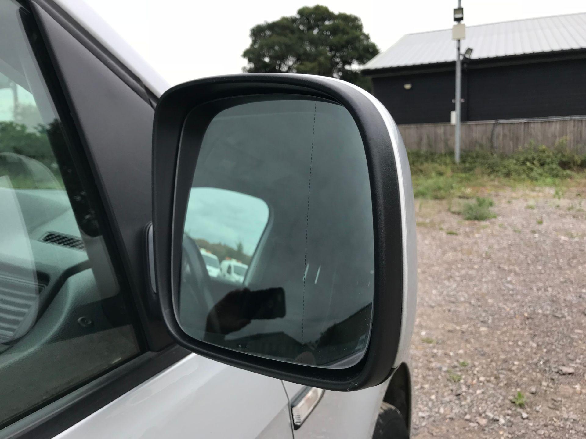 2017 Volkswagen Caddy 2.0TDI BLUEMOTION TECH 102PS HIGHLINE  (GH17AVN) Image 27