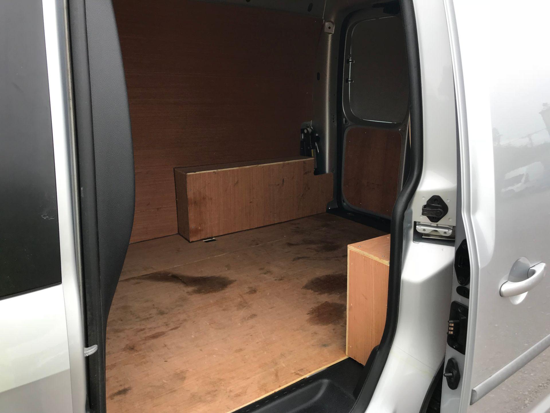 2017 Volkswagen Caddy 2.0TDI BLUEMOTION TECH 102PS HIGHLINE  (GH17AVN) Image 10
