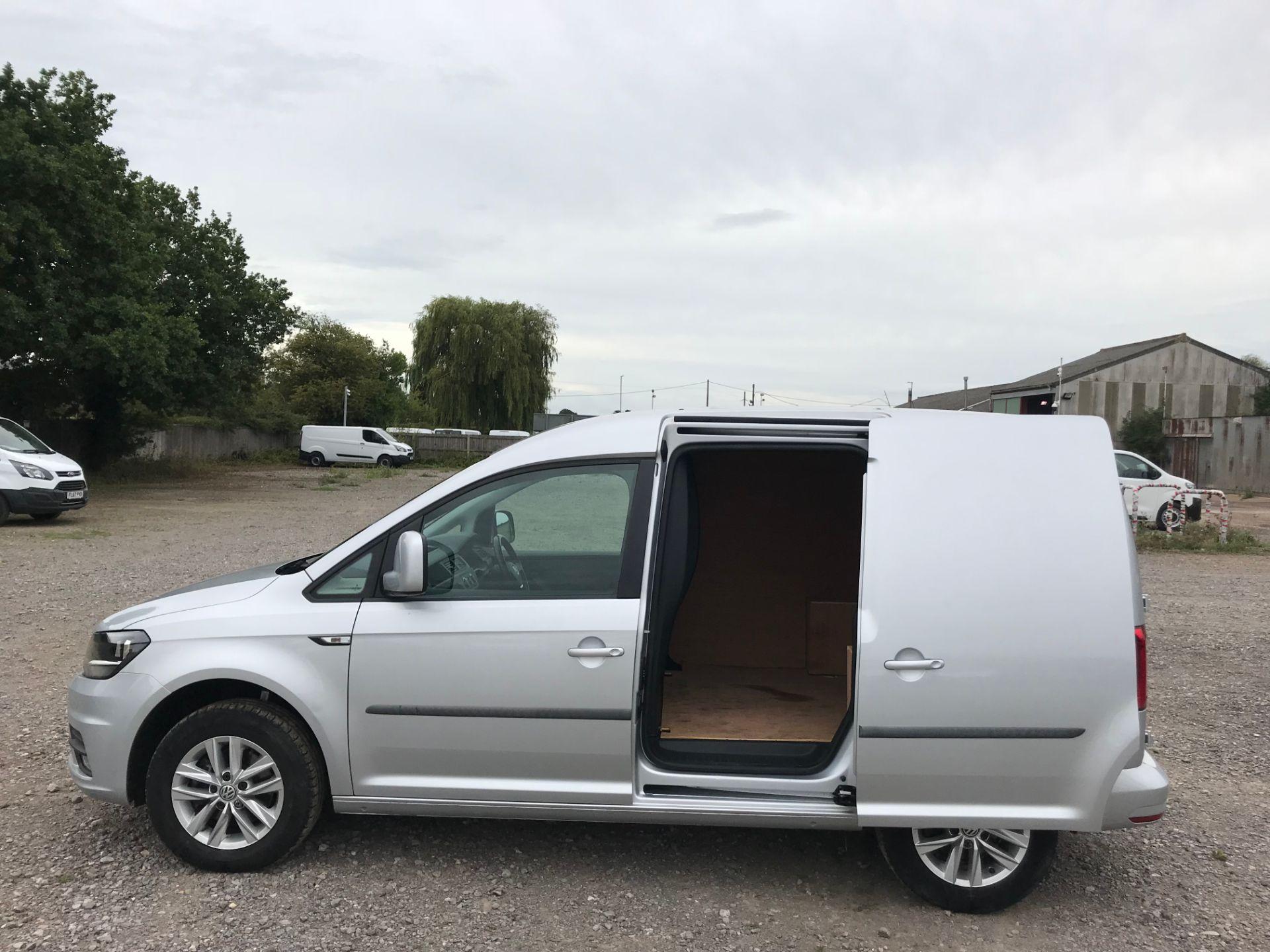 2017 Volkswagen Caddy 2.0TDI BLUEMOTION TECH 102PS HIGHLINE  (GH17AVN) Image 9