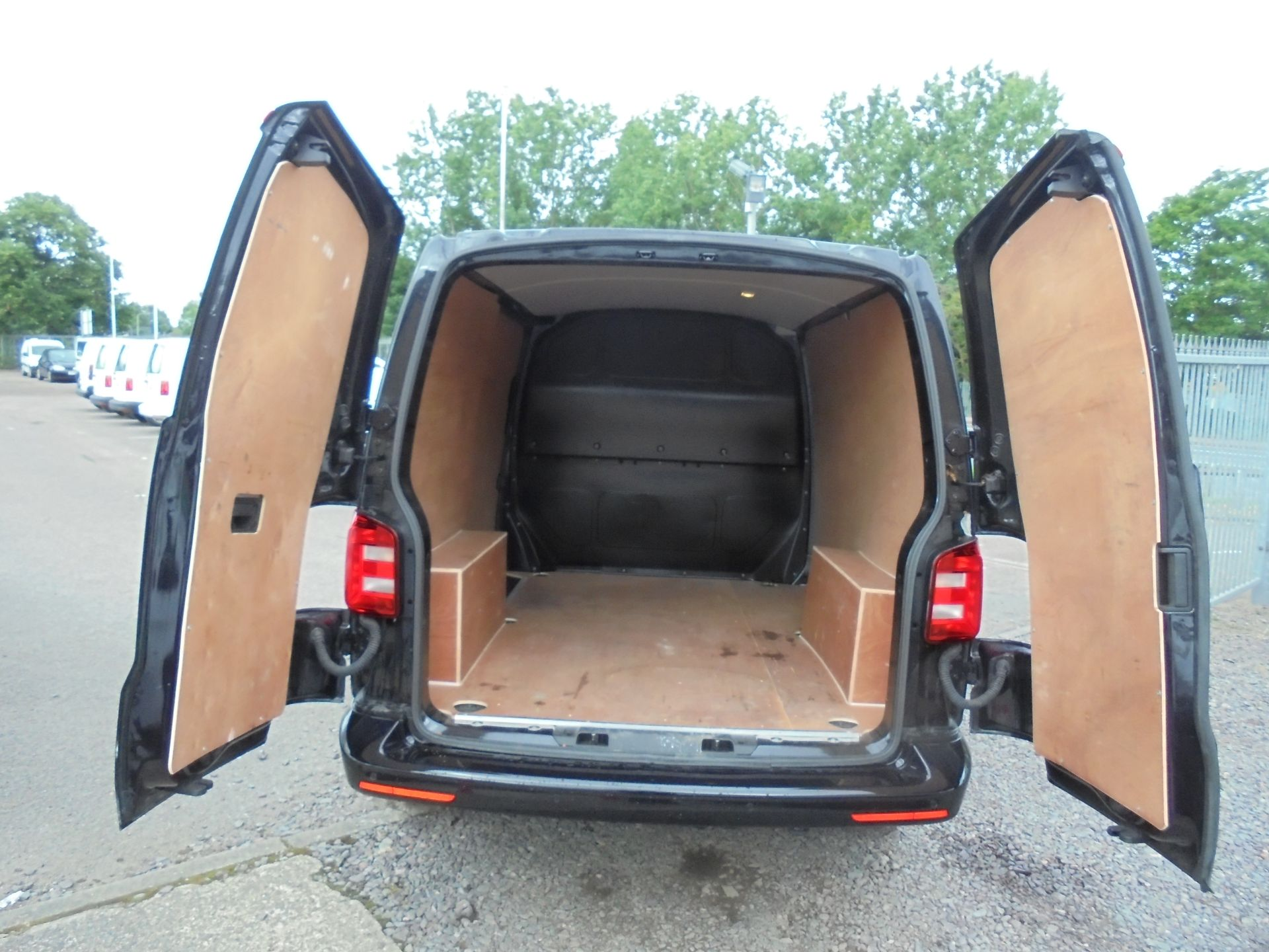 2019 Volkswagen Transporter T30 SWB 2.0 TDI BMT 150PS HIGHLINE  VAN EURO 6 (GH19FZJ) Image 6