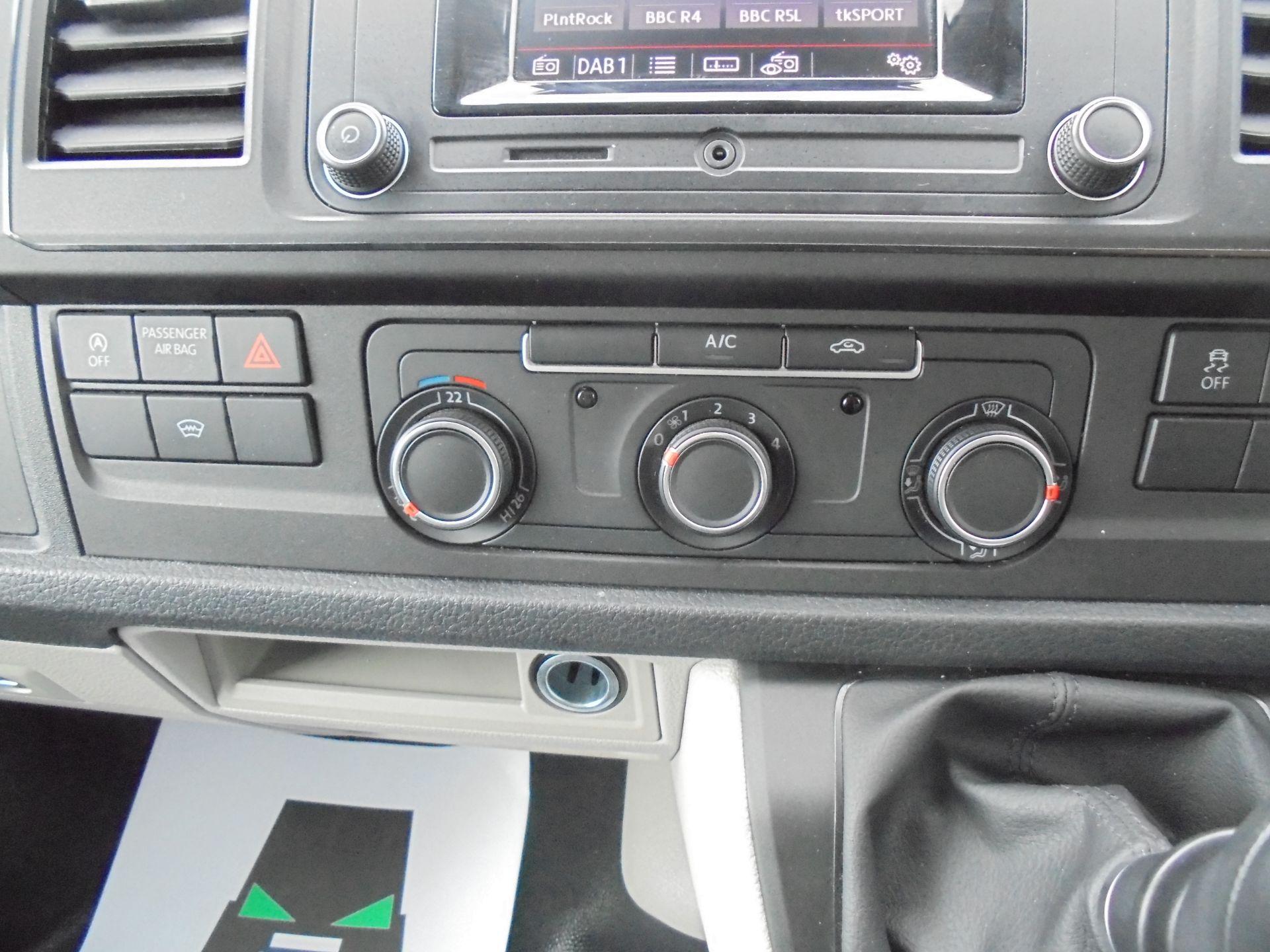 2019 Volkswagen Transporter T30 SWB 2.0 TDI BMT 150PS HIGHLINE  VAN EURO 6 (GH19FZJ) Image 24