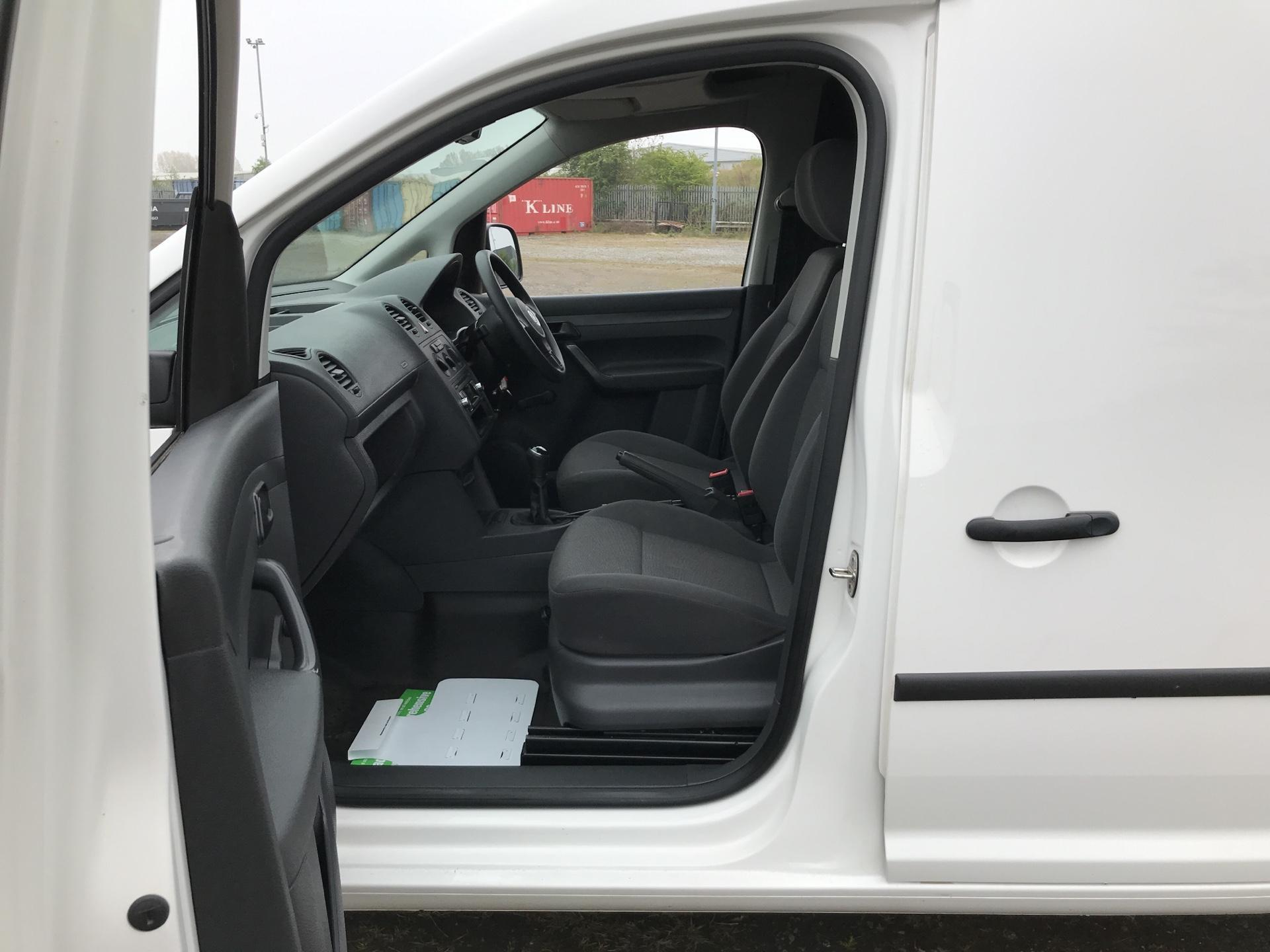 2015 Volkswagen Caddy  1.6 102PS STARTLINE EURO 5 (GJ15MRV) Image 14