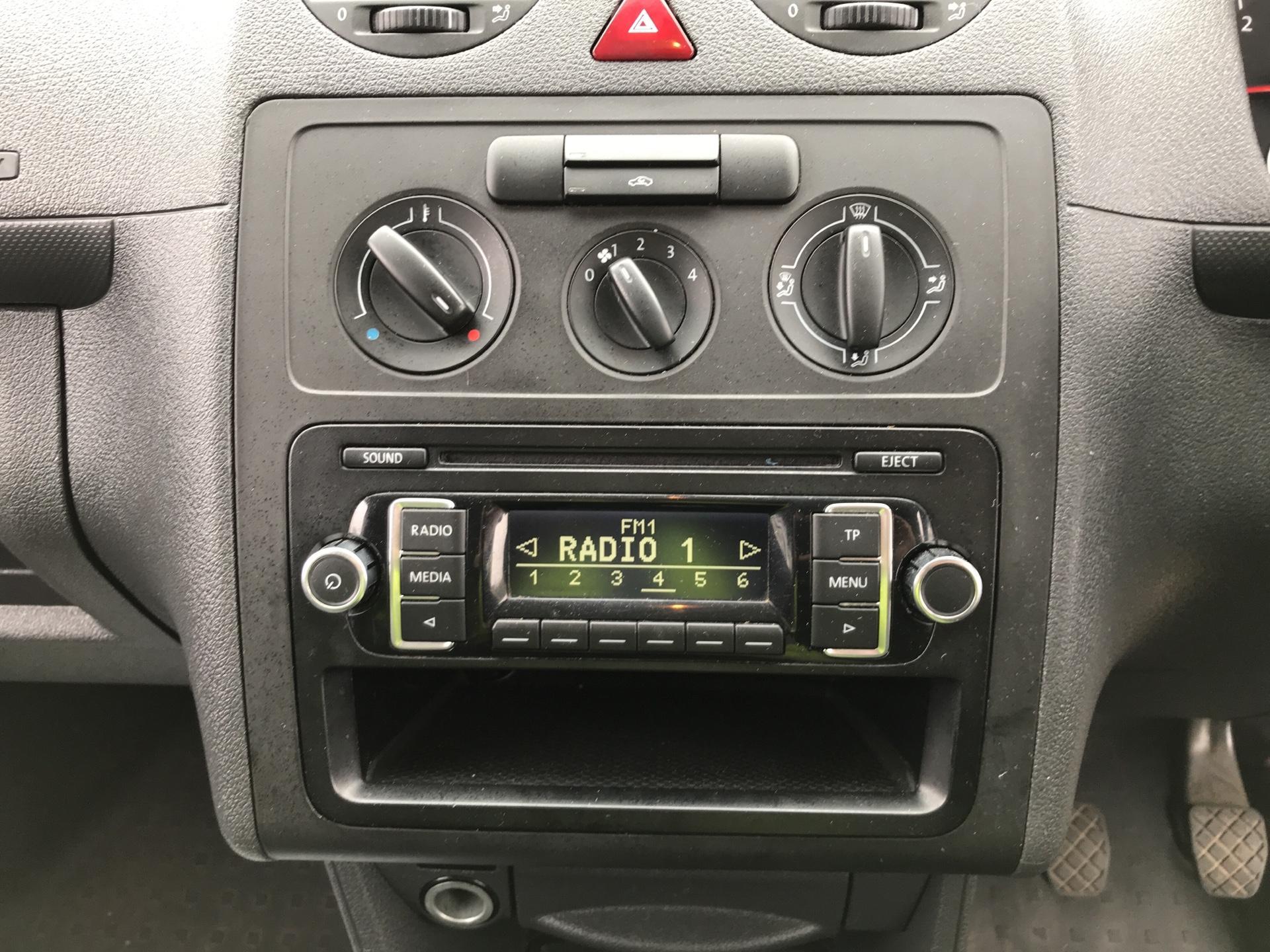 2015 Volkswagen Caddy  1.6 102PS STARTLINE EURO 5 (GJ15MRV) Image 10