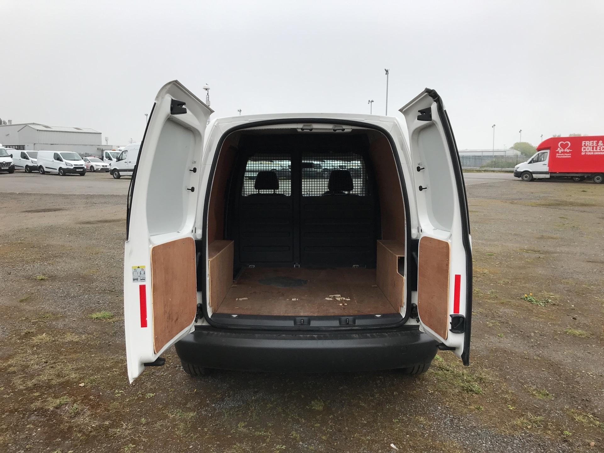 2015 Volkswagen Caddy  1.6 102PS STARTLINE EURO 5 (GJ15MRV) Image 15