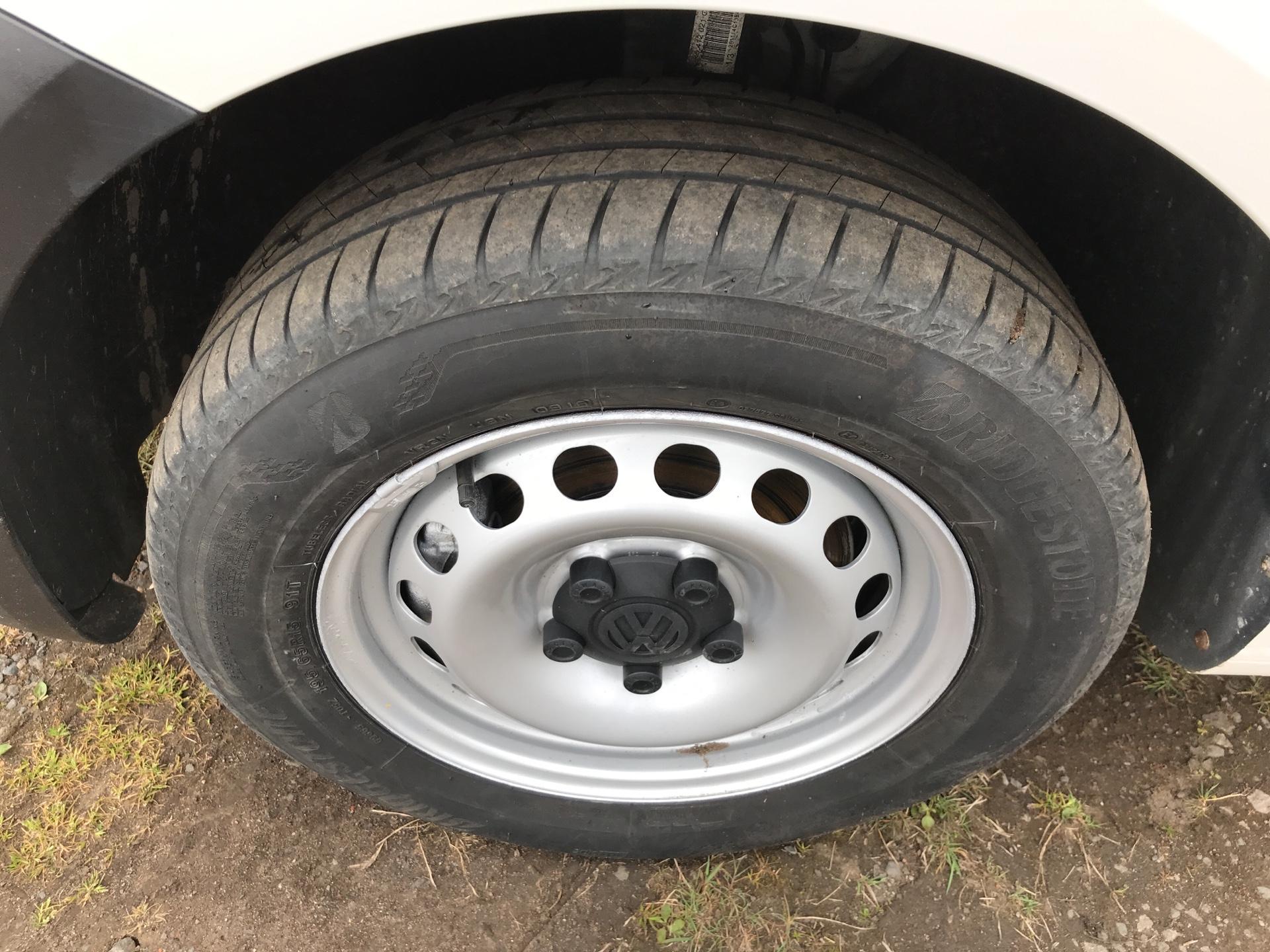 2015 Volkswagen Caddy  1.6 102PS STARTLINE EURO 5 (GJ15MRV) Image 18