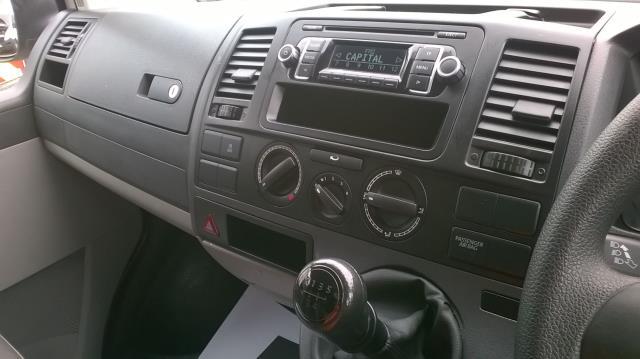 2015 Volkswagen Transporter T28 SWB DIESEL 2.0 TDI 102PS STARTLINE EURO 5 (GJ15MVU) Image 26