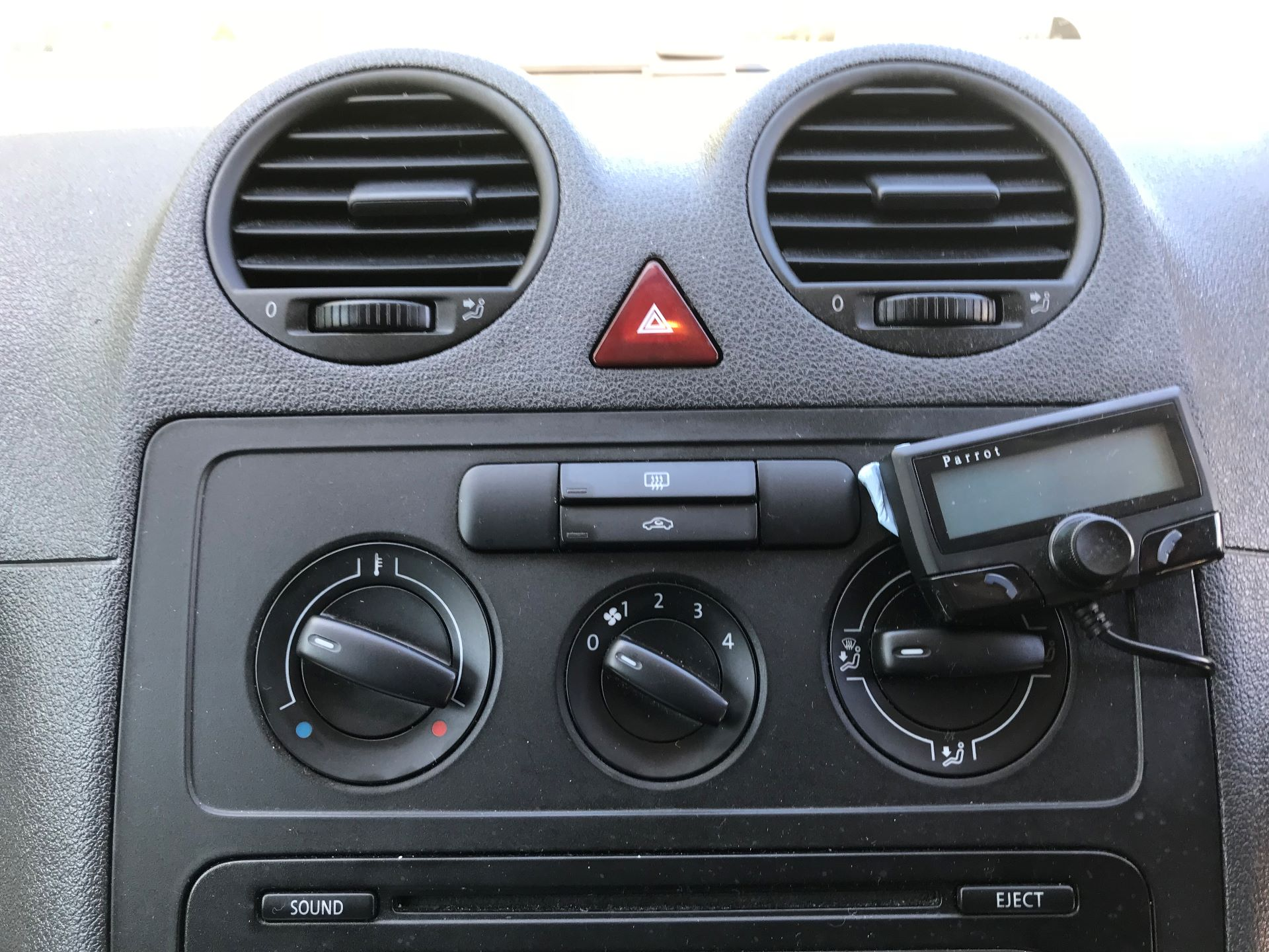 2015 Volkswagen Caddy  1.6 75PS STARTLINE EURO 5 (GJ15WHF) Image 3
