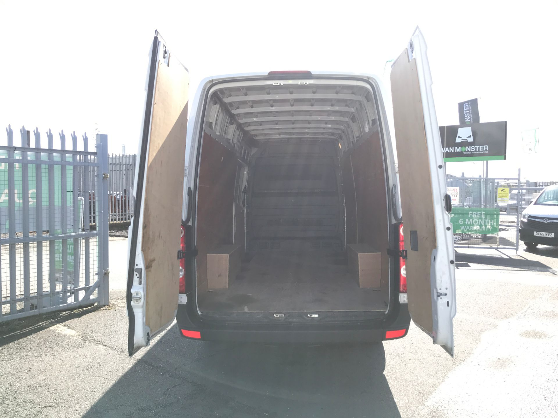 2016 Volkswagen Crafter  CR35 LWB HIGH ROOF 2.0TDI 136PS EURO 5 (GJ16LLM) Image 16