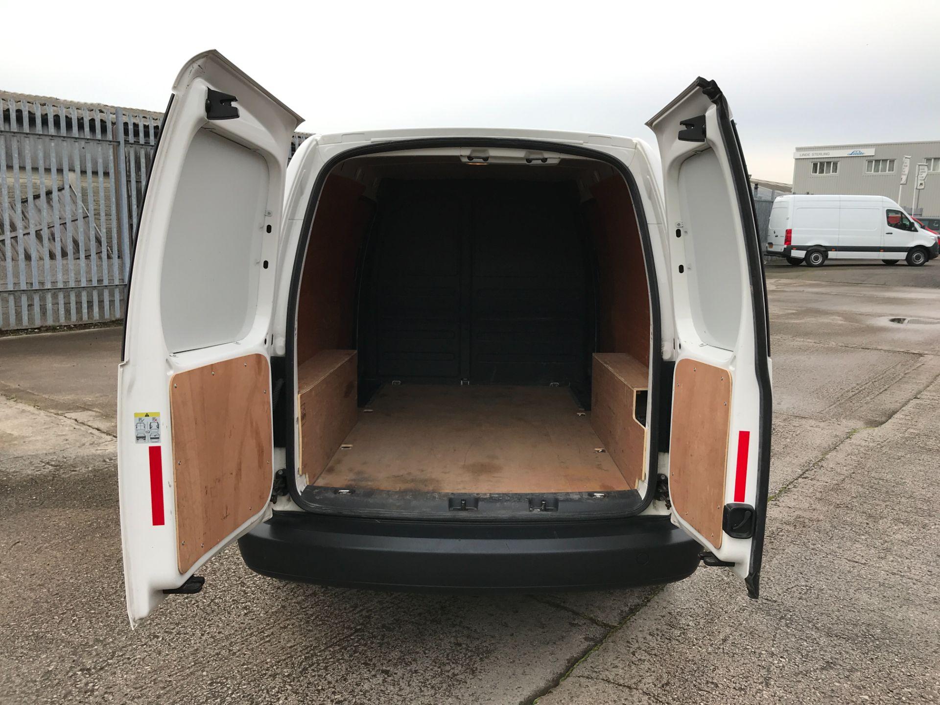2017 Volkswagen Caddy Maxi 1.6TDI 102PS STARTLINE EURO 5 (GJ17EZU) Image 17