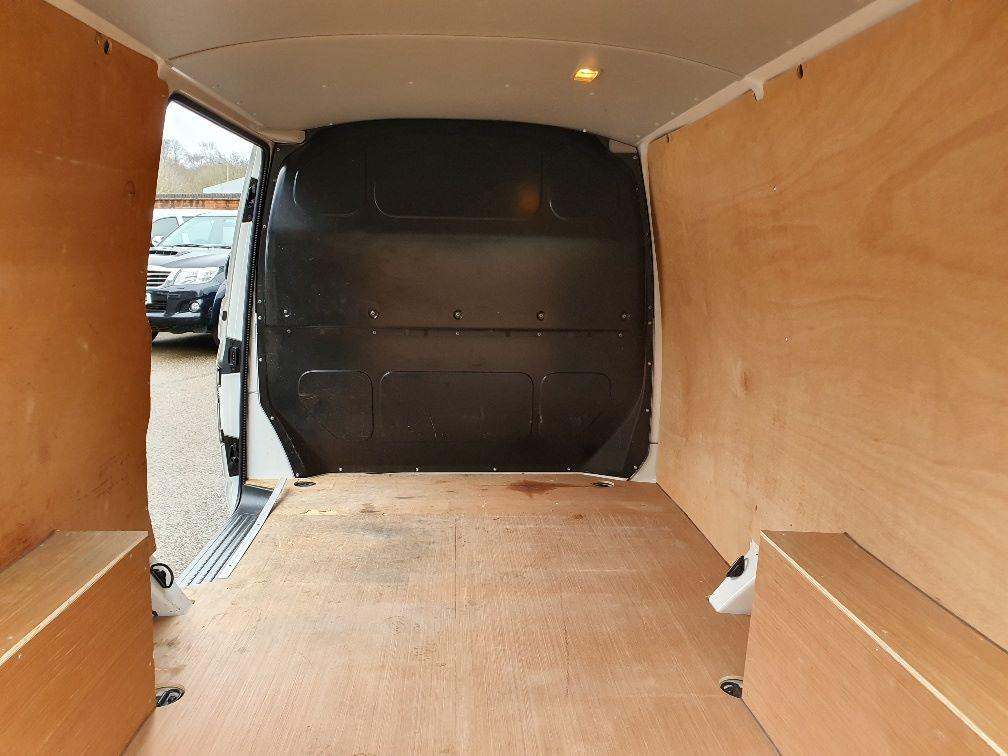 2018 Volkswagen Transporter  T30 SWB DIESEL 2.0 TDI BMT 102 STARTLINE VAN EURO 6 (GJ18KBO) Image 12