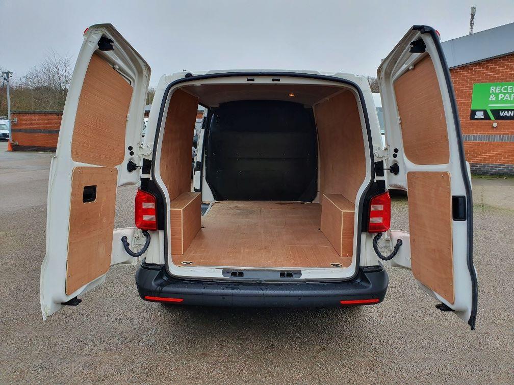 2018 Volkswagen Transporter  T30 SWB DIESEL 2.0 TDI BMT 102 STARTLINE VAN EURO 6 (GJ18KBO) Image 11