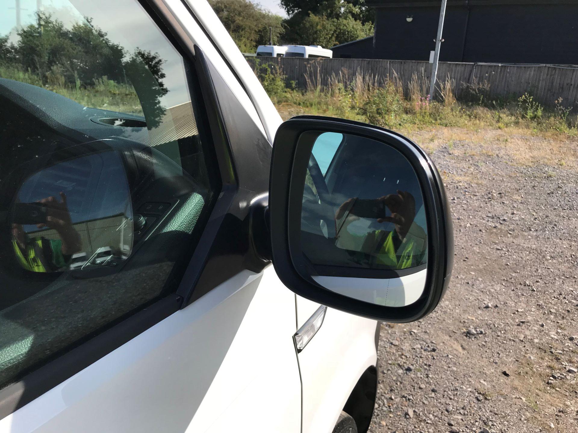 2018 Volkswagen Transporter  T30 LWB DIESEL 2.0 TDI BMT 102 STARTLINE VAN EURO 6 (GJ18KCO) Image 22
