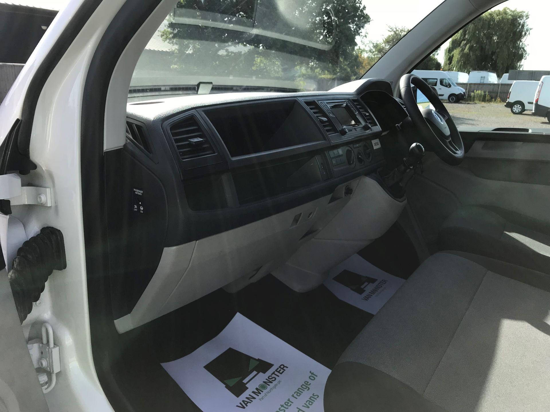2018 Volkswagen Transporter  T30 LWB DIESEL 2.0 TDI BMT 102 STARTLINE VAN EURO 6 (GJ18KCO) Image 13