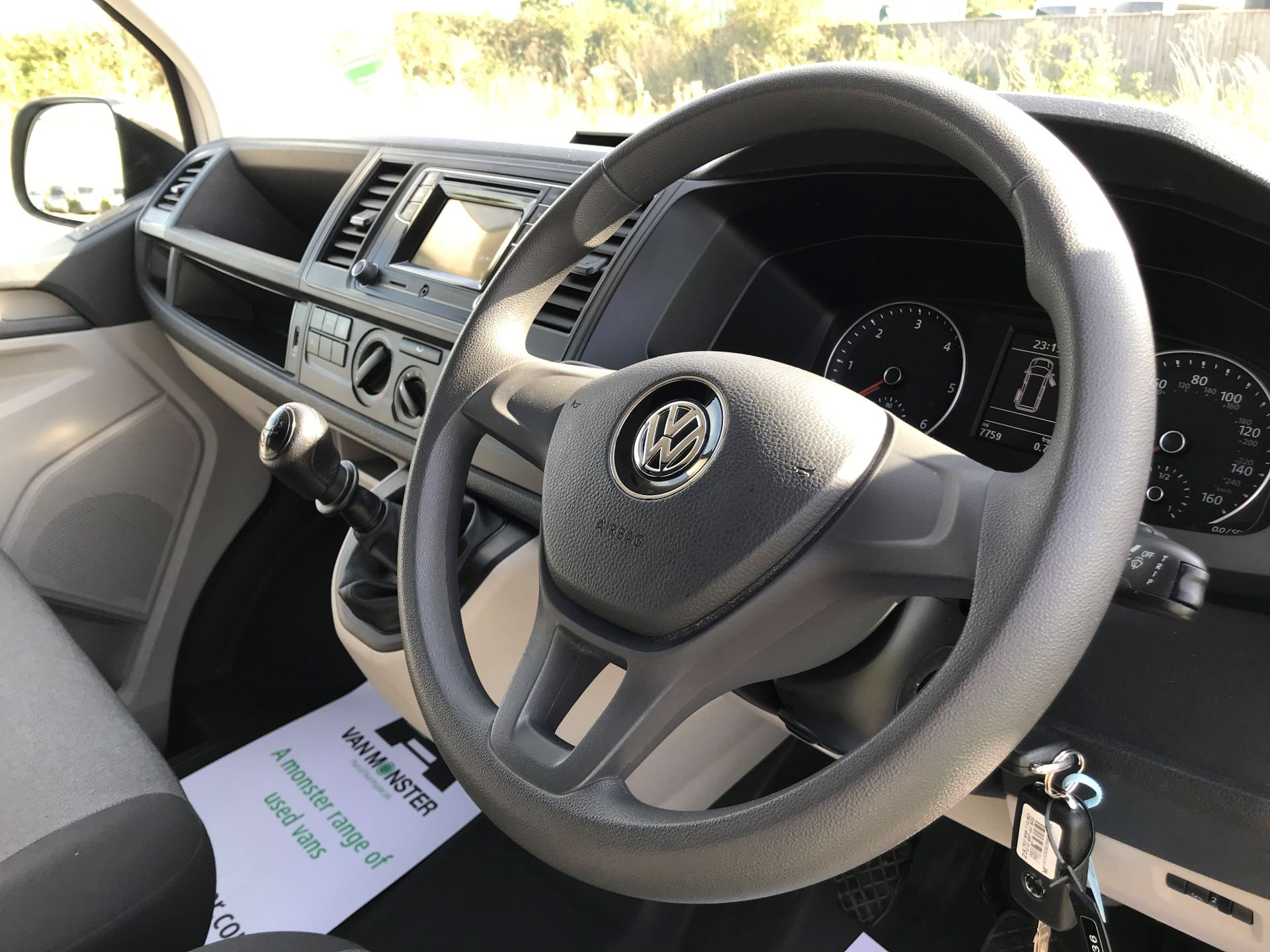 2018 Volkswagen Transporter  T30 LWB DIESEL 2.0 TDI BMT 102 STARTLINE VAN EURO 6 (GJ18KCO) Image 17