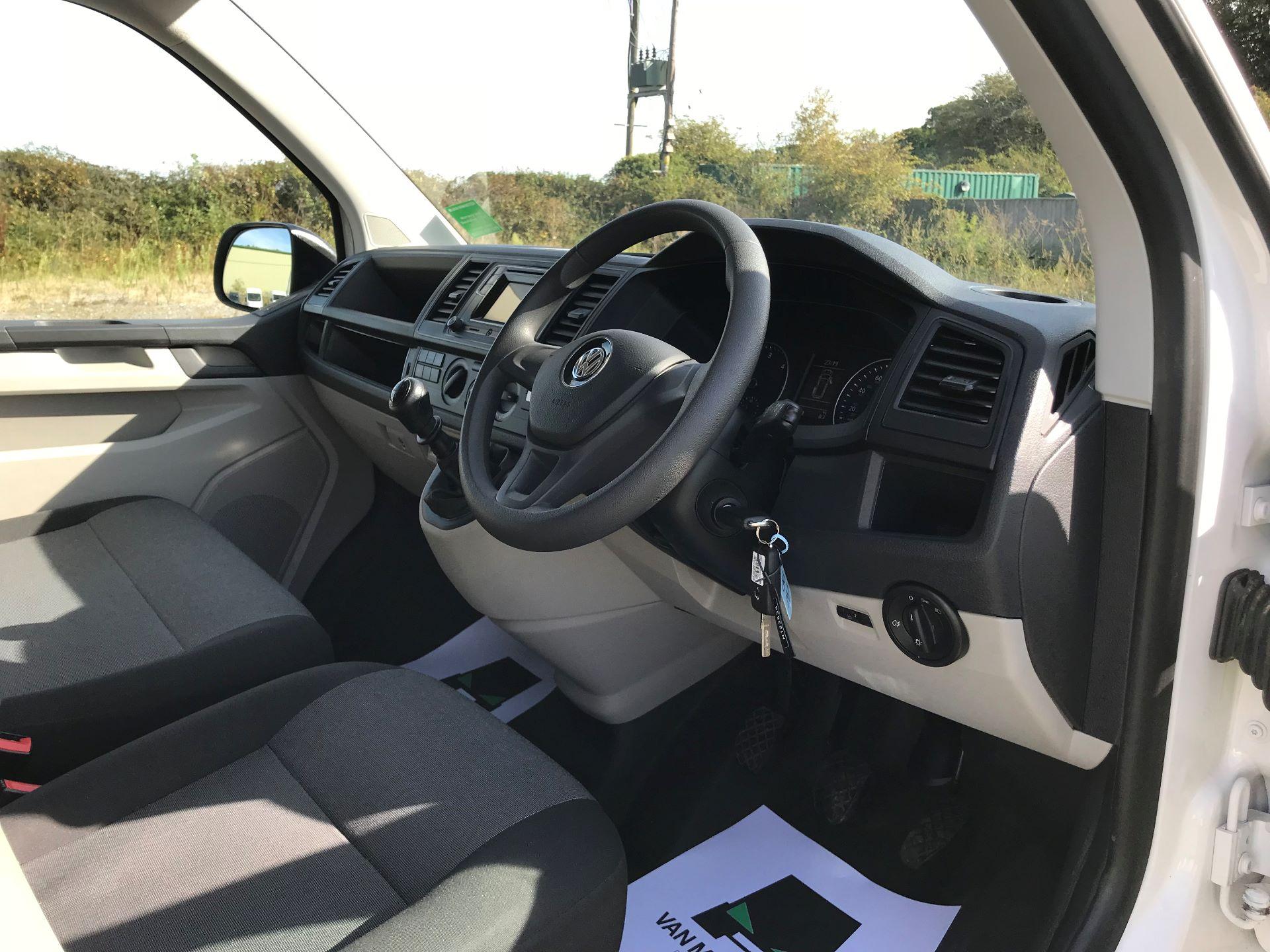 2018 Volkswagen Transporter  T30 LWB DIESEL 2.0 TDI BMT 102 STARTLINE VAN EURO 6 (GJ18KCO) Image 15