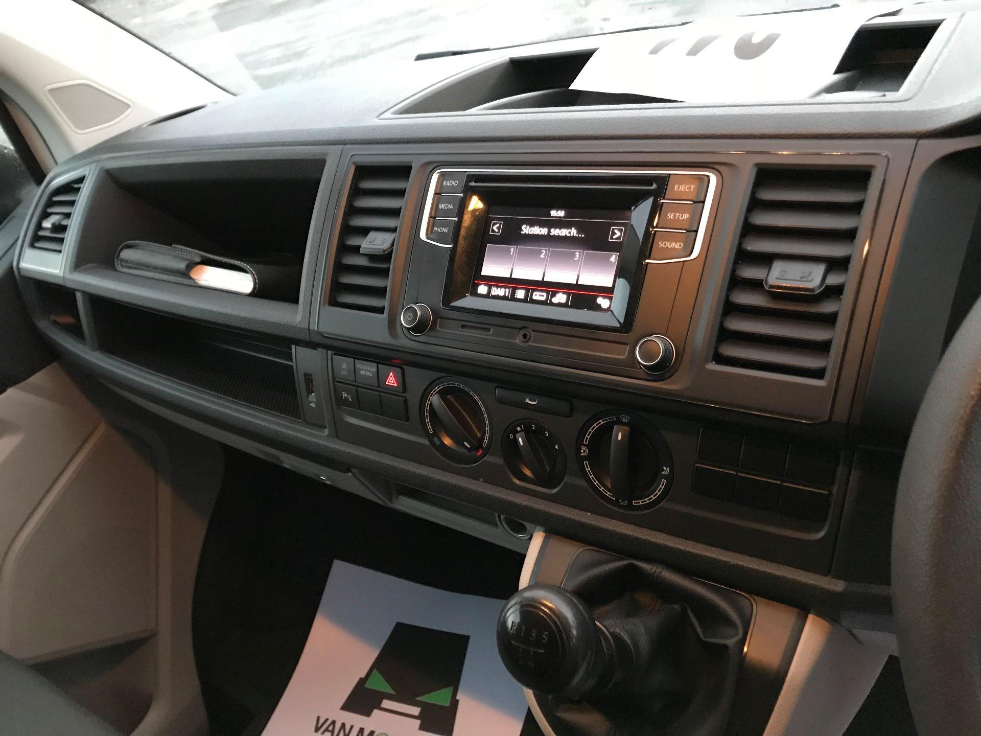 2018 Volkswagen Transporter  T30 2.0 TDI BMT 102 PS Startline Euro 6  (GJ18KCU) Image 24
