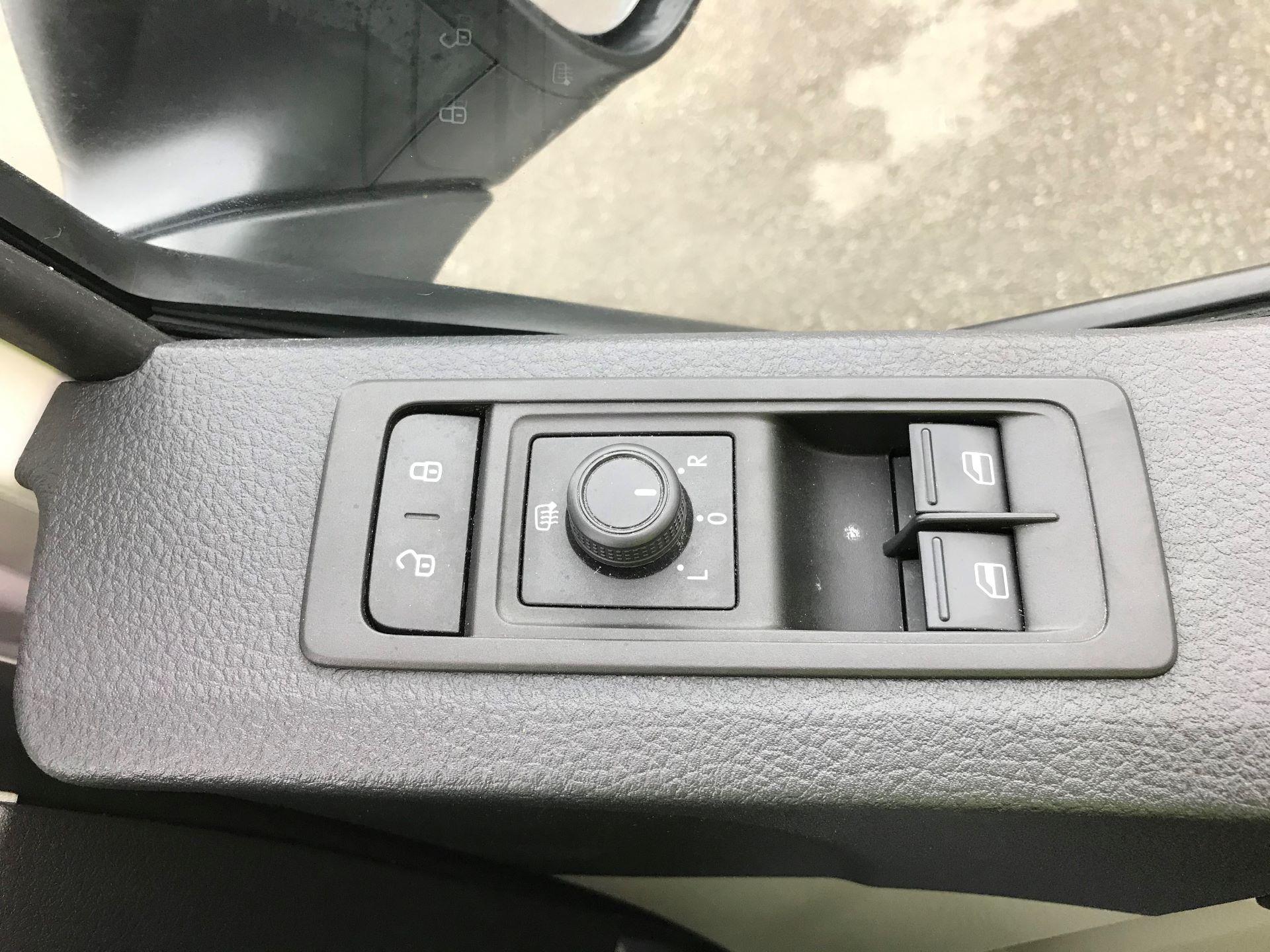 2018 Volkswagen Transporter T30 T6 LWB 2.0TDI BMT 102PS STARTLINE EURO 6 (GJ18KCZ) Image 23