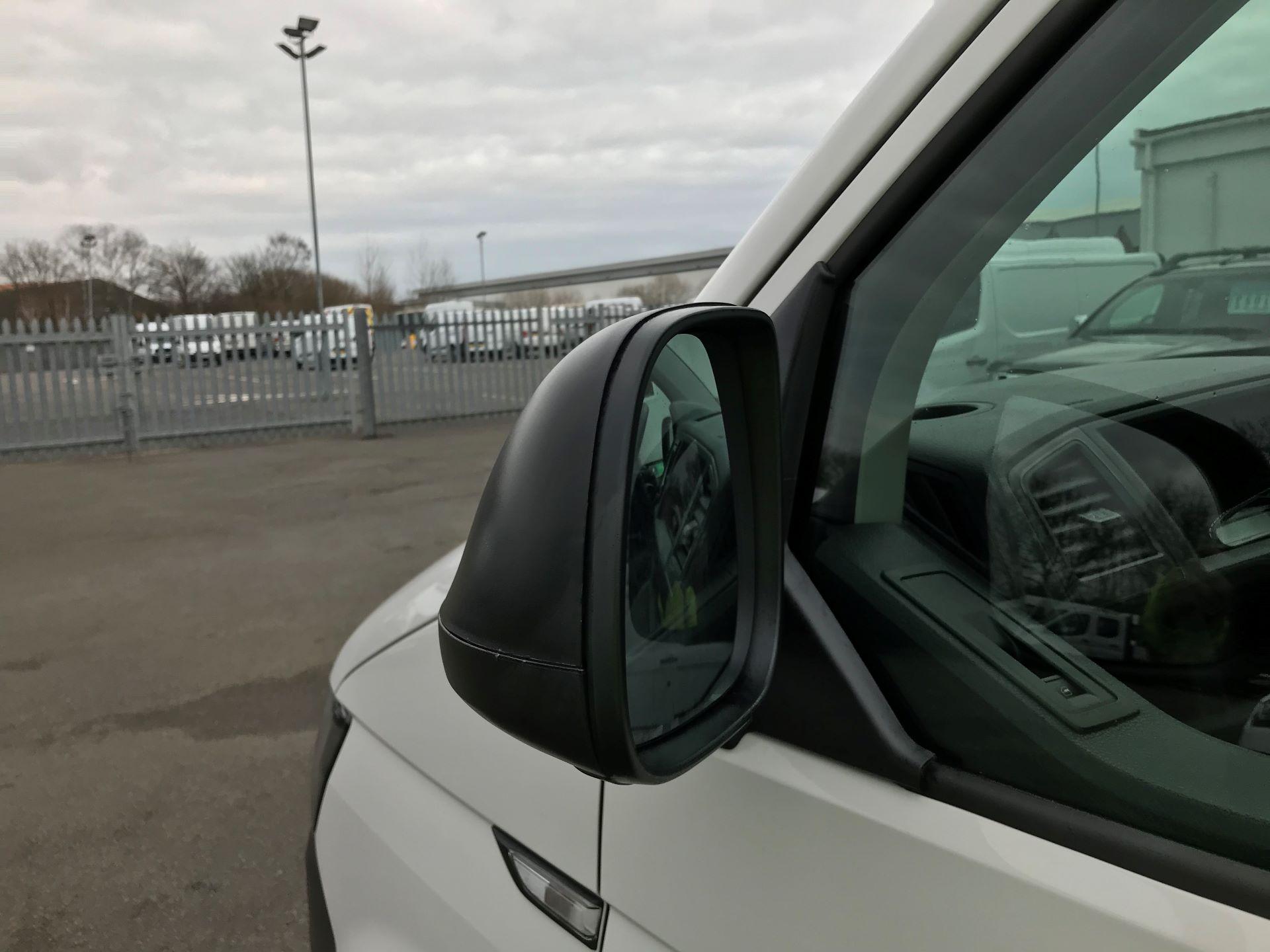 2018 Volkswagen Transporter T30 T6 LWB 2.0TDI BMT 102PS STARTLINE EURO 6 (GJ18KCZ) Image 14