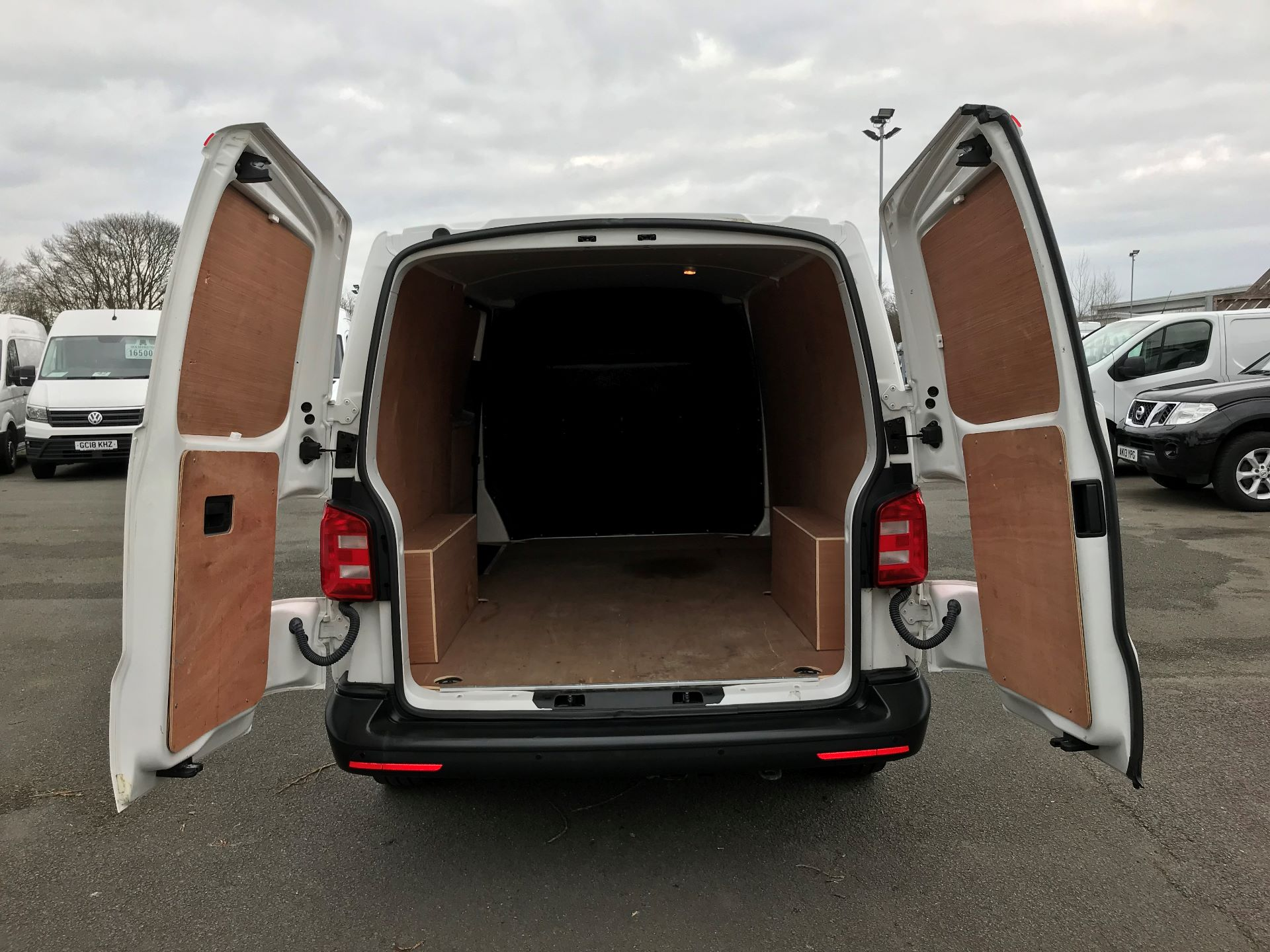 2018 Volkswagen Transporter T30 T6 LWB 2.0TDI BMT 102PS STARTLINE EURO 6 (GJ18KCZ) Image 9