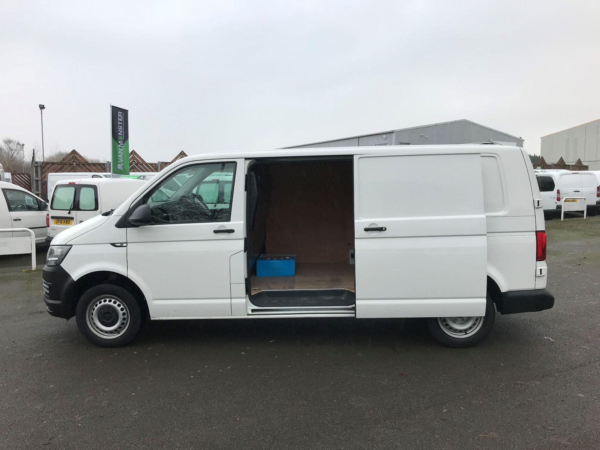 2018 Volkswagen Transporter  T30 LWB DIESEL 2.0 TDI BMT 102 STARTLINE VAN EURO 6 (GJ18KDN) Image 18