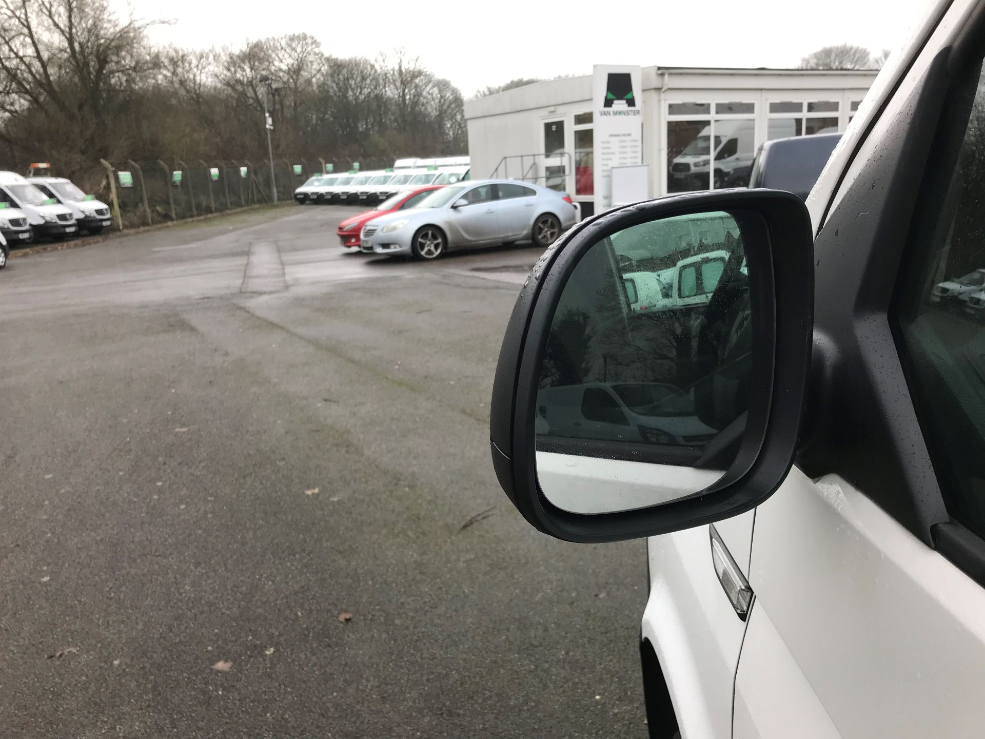 2018 Volkswagen Transporter  T30 LWB DIESEL 2.0 TDI BMT 102 STARTLINE VAN EURO 6 (GJ18KDN) Image 19