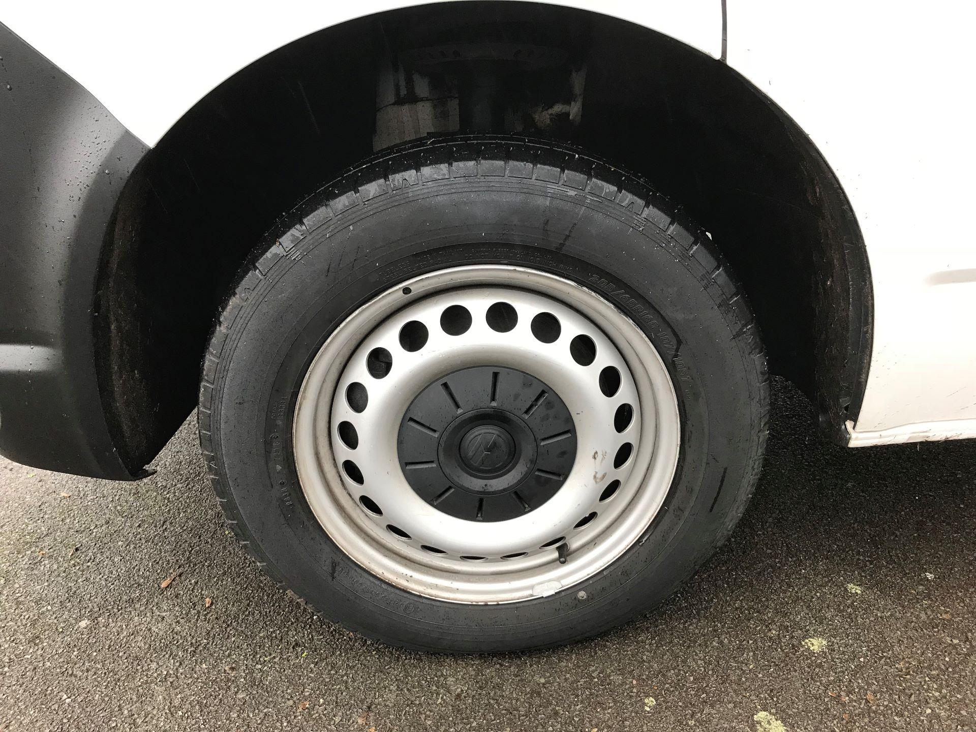 2018 Volkswagen Transporter  T30 LWB DIESEL 2.0 TDI BMT 102 STARTLINE VAN EURO 6 (GJ18KDN) Image 24