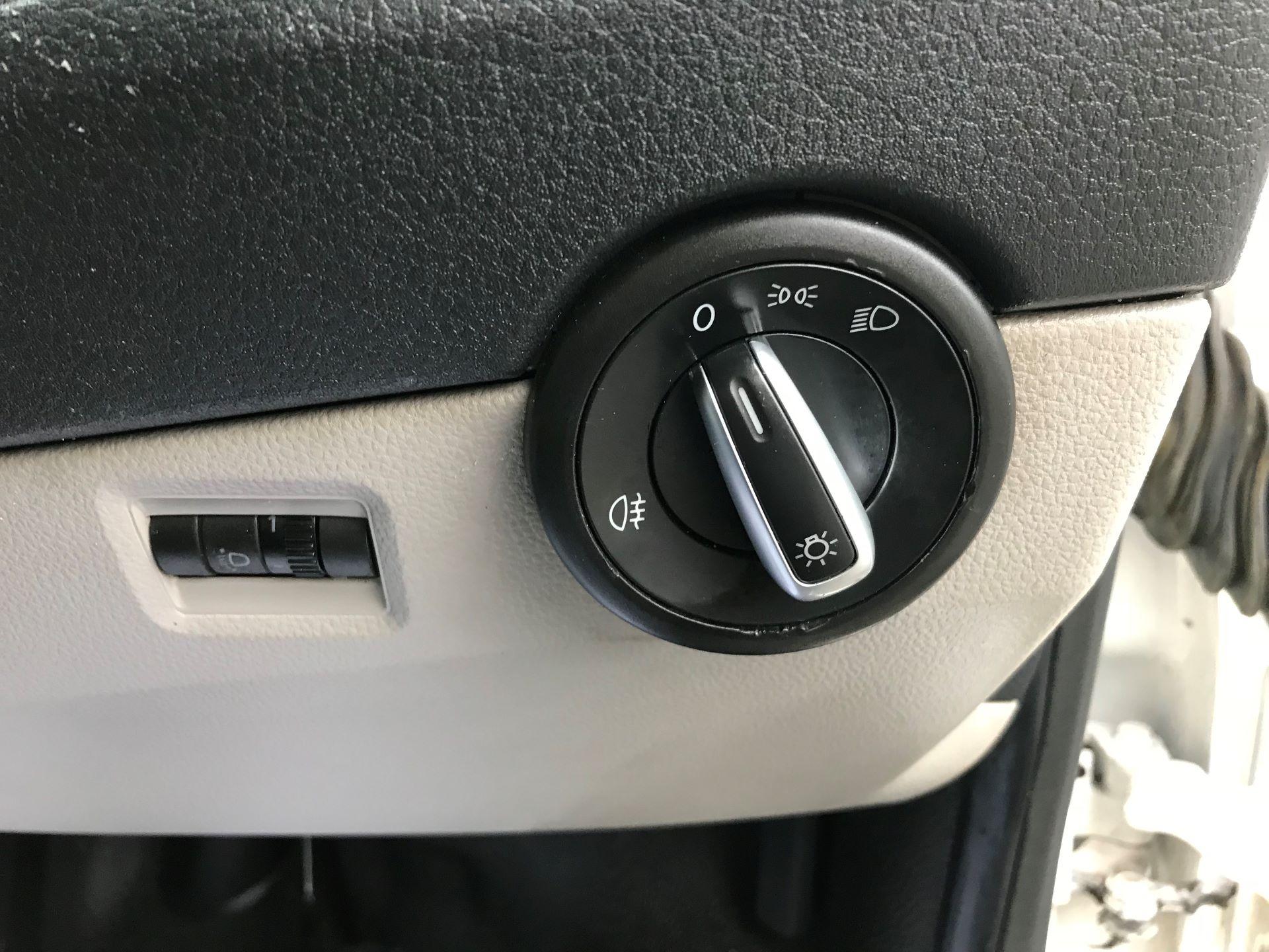 2018 Volkswagen Transporter  T30 LWB DIESEL 2.0 TDI BMT 102 STARTLINE VAN EURO 6 (GJ18KDN) Image 35