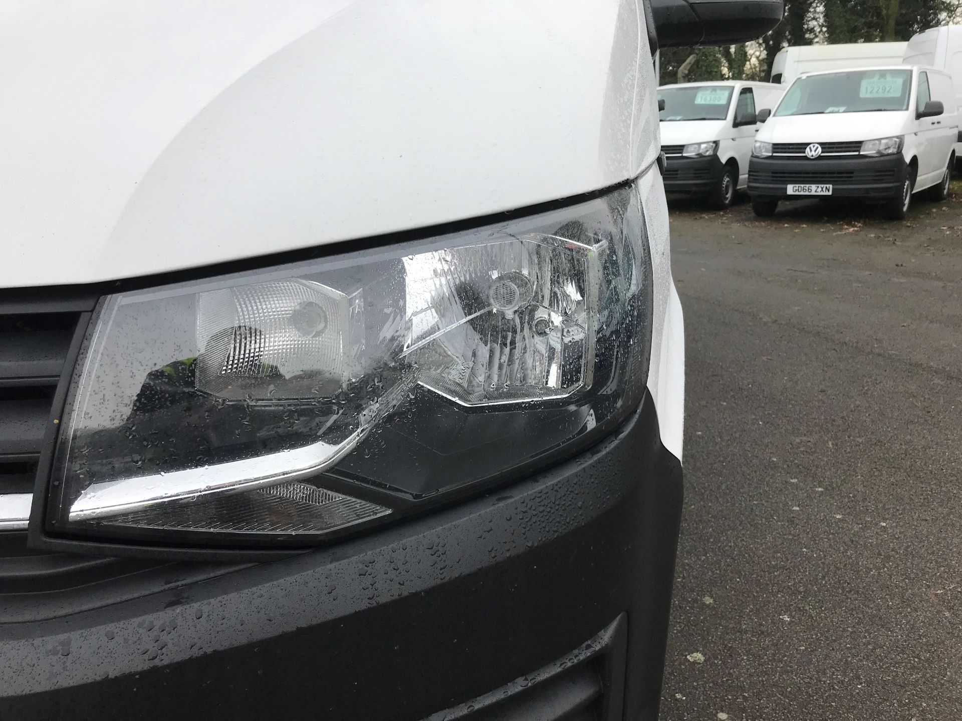 2018 Volkswagen Transporter  T30 LWB DIESEL 2.0 TDI BMT 102 STARTLINE VAN EURO 6 (GJ18KDN) Image 22