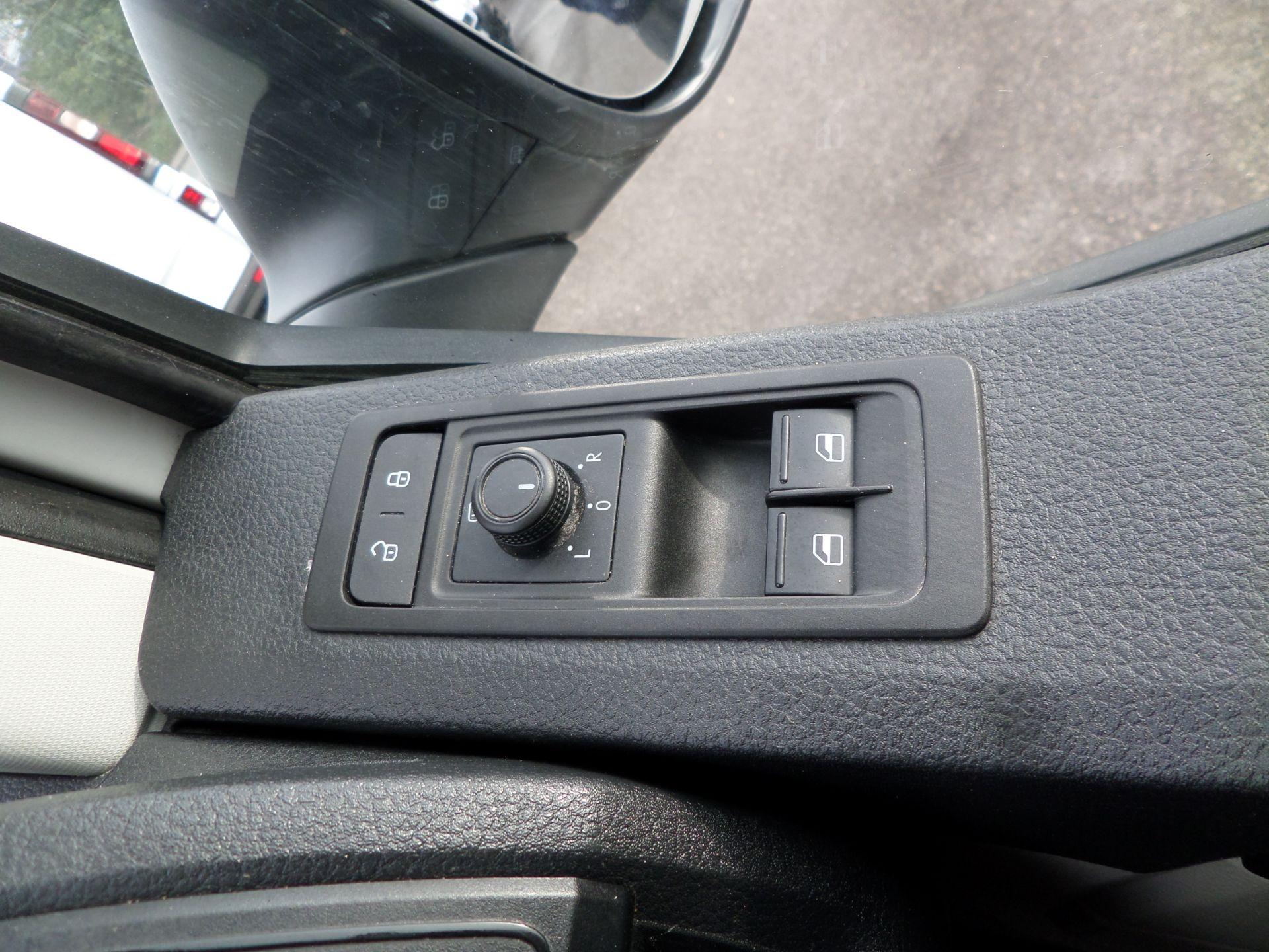 2018 Volkswagen Transporter 2.0 Tdi Bmt 102 Startline Lwb Van Euro 6 (GJ18KDU) Image 15
