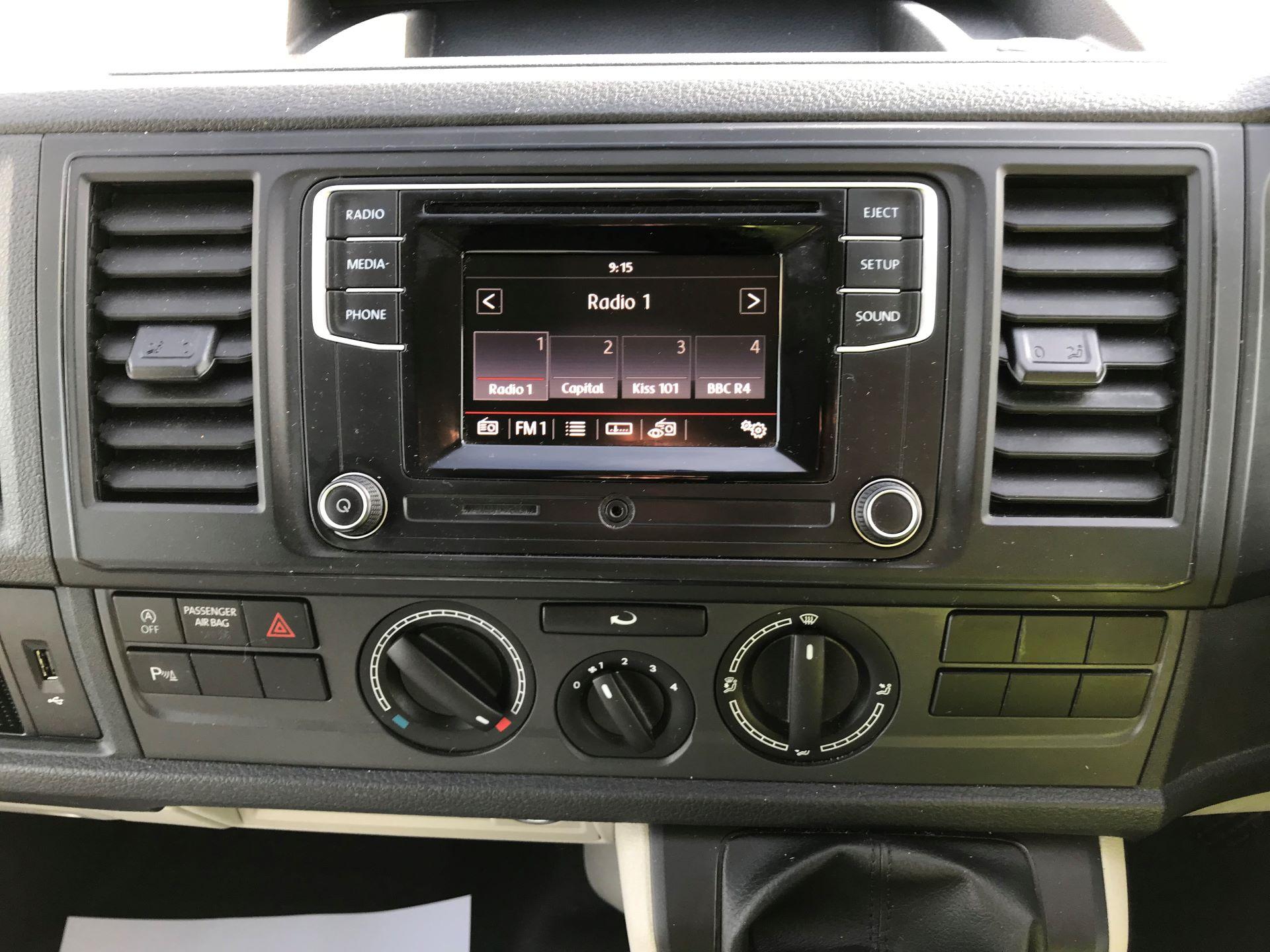 2018 Volkswagen Transporter  T30 LWB DIESEL 2.0 TDI BMT 102 STARTLINE VAN EURO 6 (GJ18KFA) Image 20