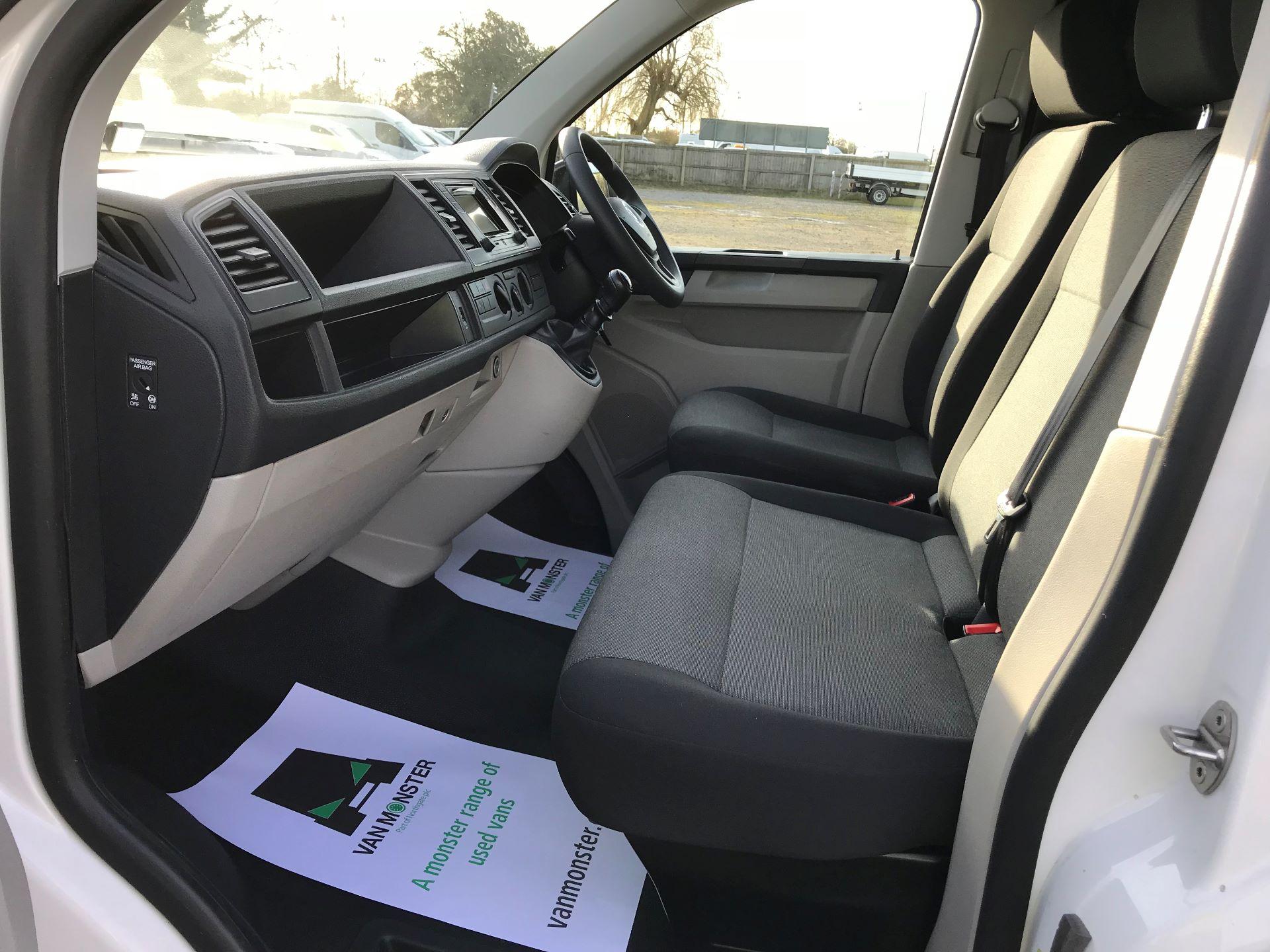 2018 Volkswagen Transporter  T30 LWB DIESEL 2.0 TDI BMT 102 STARTLINE VAN EURO 6 (GJ18KFA) Image 14