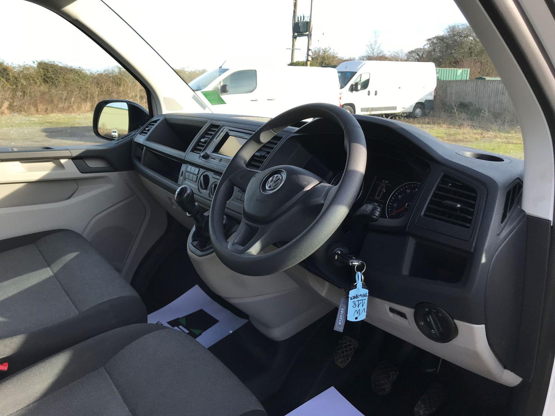 2018 Volkswagen Transporter  T30 LWB DIESEL 2.0 TDI BMT 102 STARTLINE VAN EURO 6 (GJ18KFA) Image 15