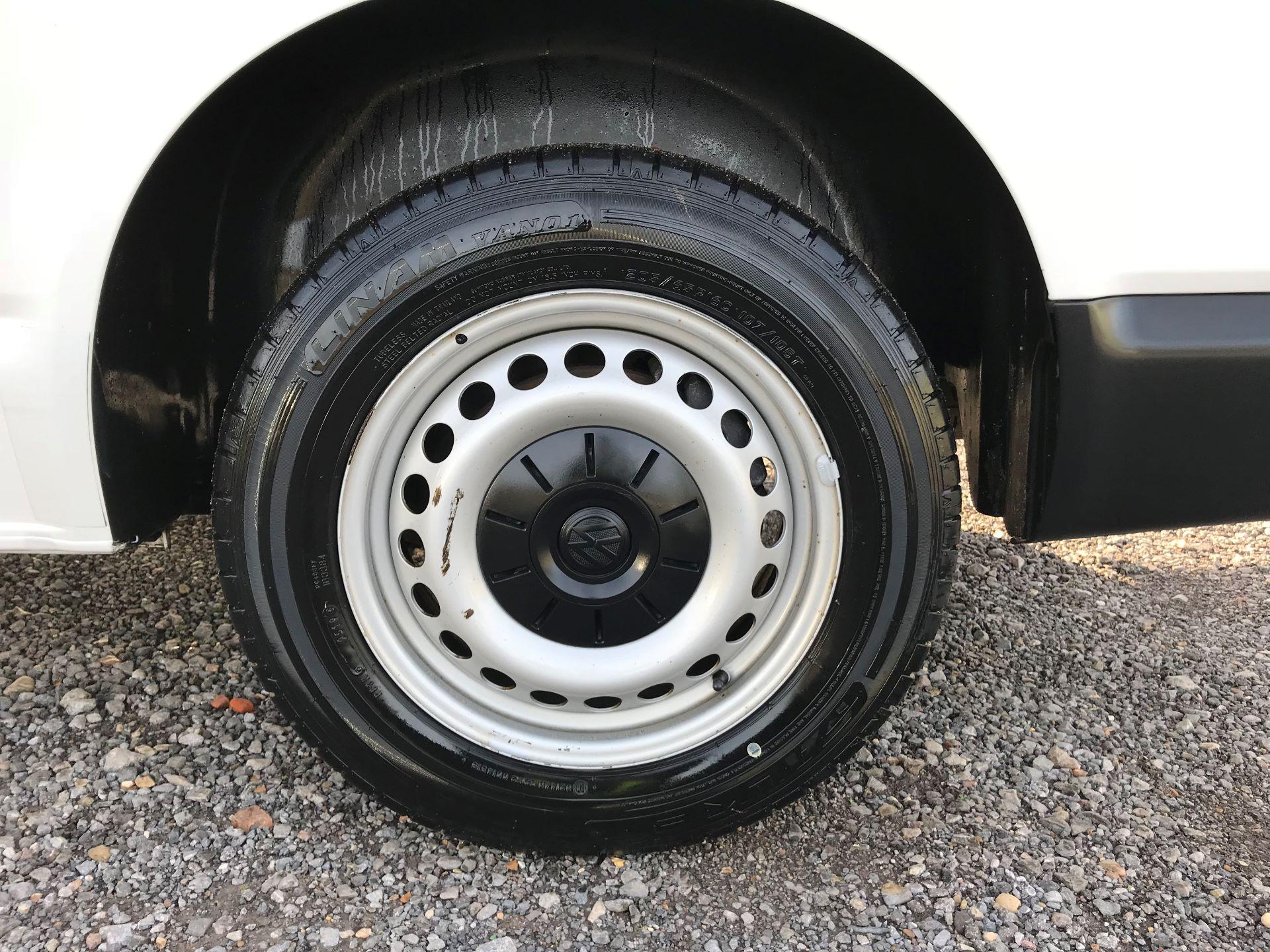2018 Volkswagen Transporter  T30 LWB DIESEL 2.0 TDI BMT 102 STARTLINE VAN EURO 6 (GJ18KFA) Image 29