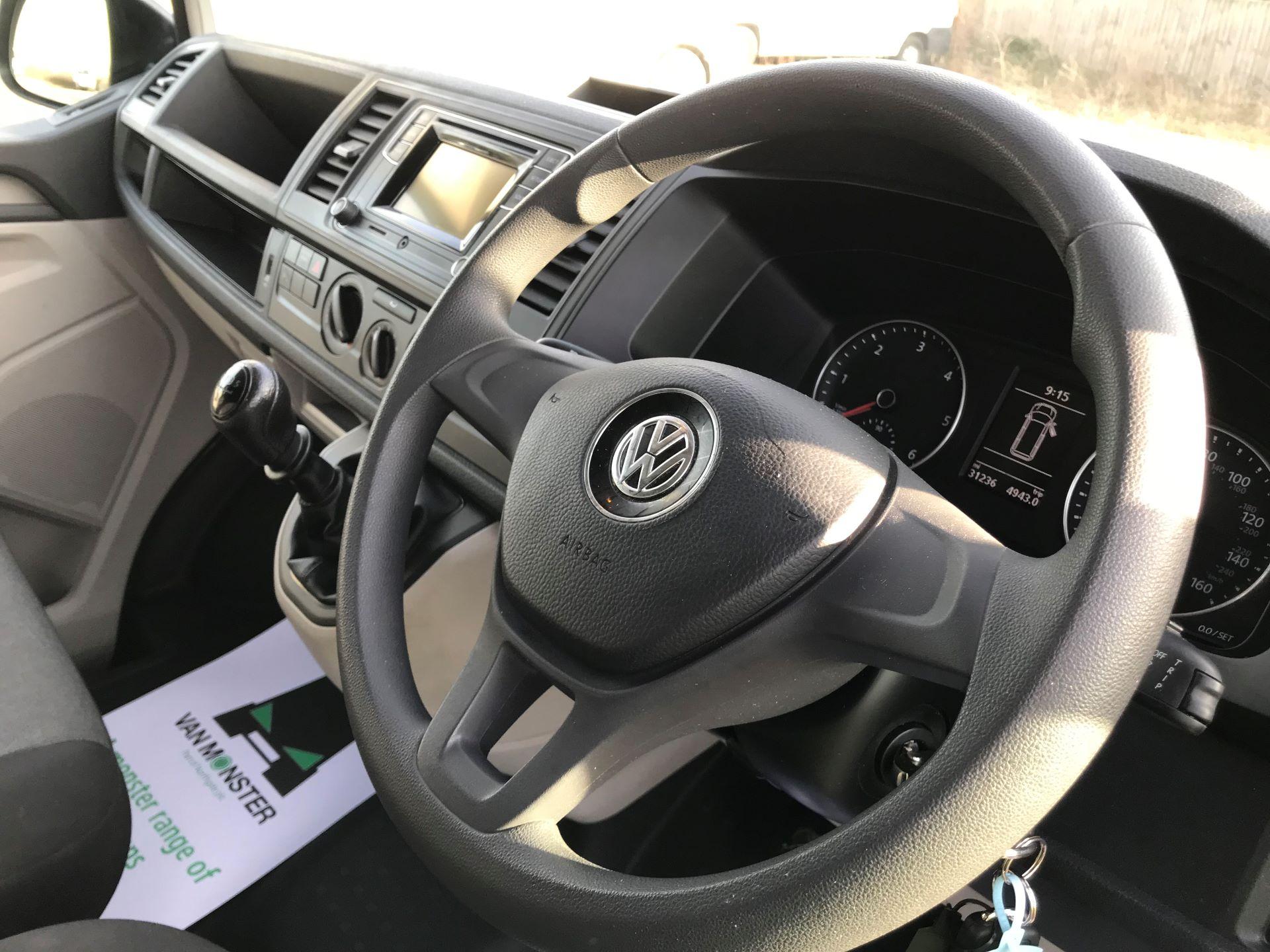 2018 Volkswagen Transporter  T30 LWB DIESEL 2.0 TDI BMT 102 STARTLINE VAN EURO 6 (GJ18KFA) Image 18