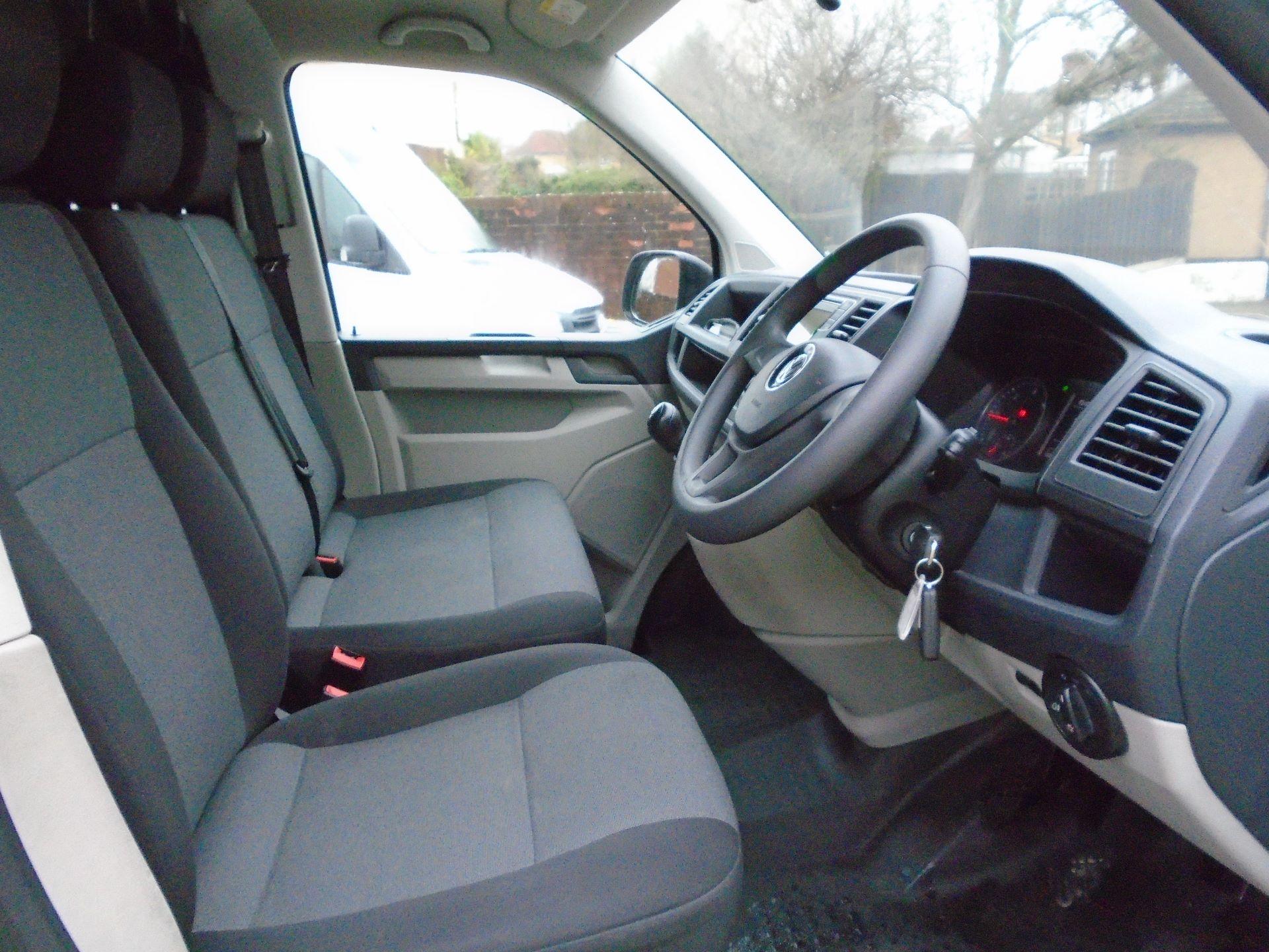 2018 Volkswagen Transporter 2.0 Tdi Bmt 102 Startline Van Euro 6 (GJ18KFL) Image 12