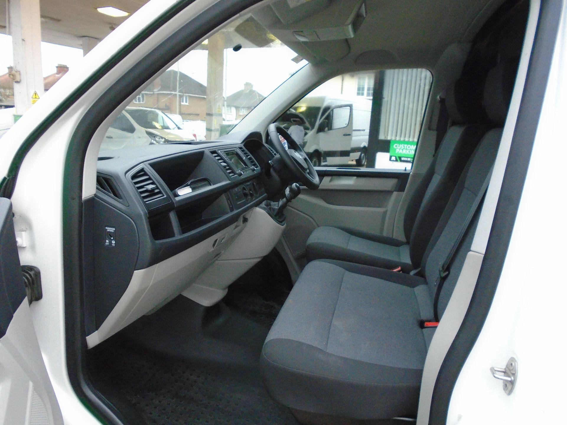 2018 Volkswagen Transporter 2.0 Tdi Bmt 102 Startline Van Euro 6 (GJ18KFL) Image 11