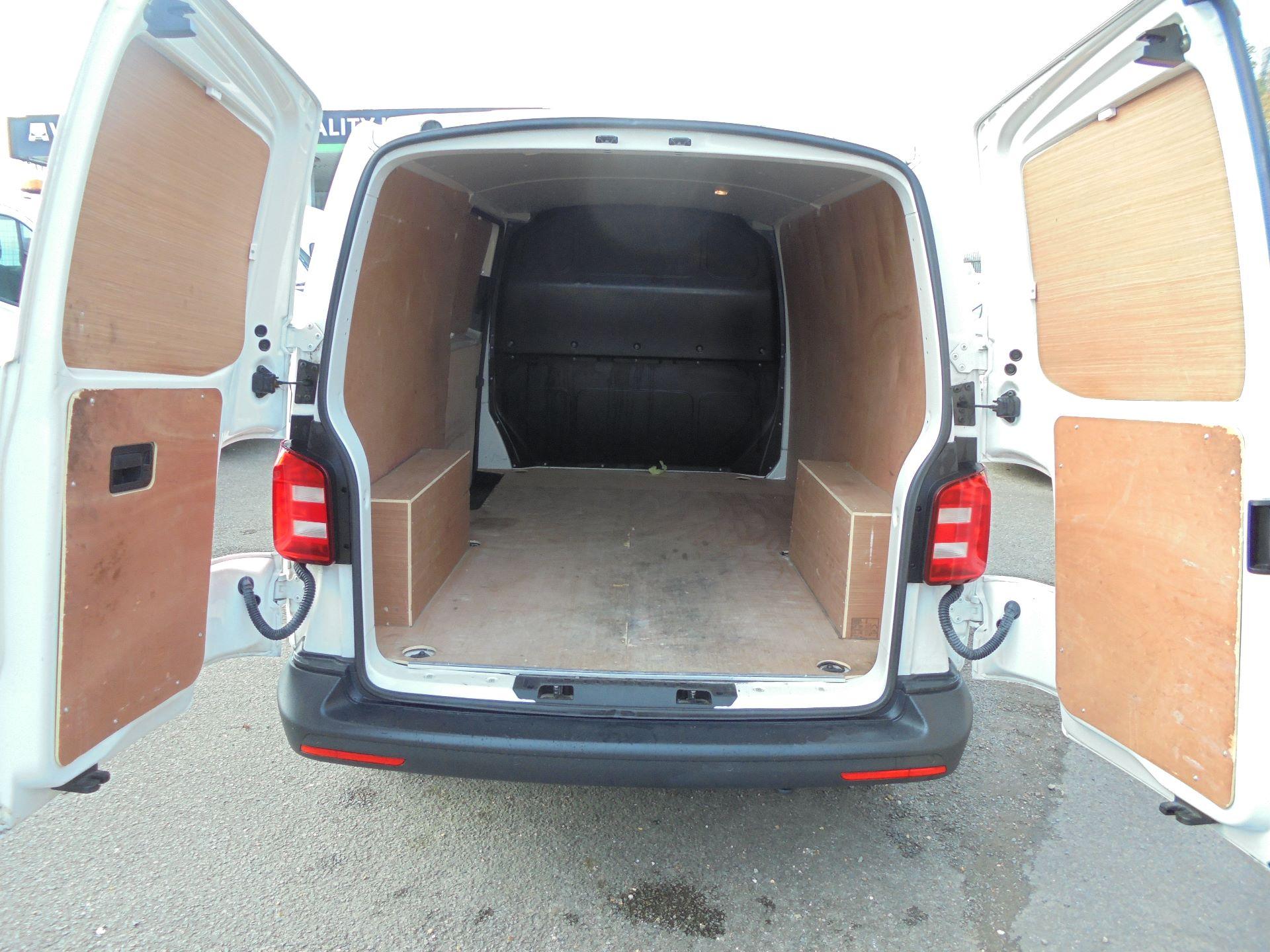 2018 Volkswagen Transporter  T30 LWB DIESEL 2.0 TDI BMT 102 STARTLINE VAN EURO 6 (GJ18KFO) Image 15