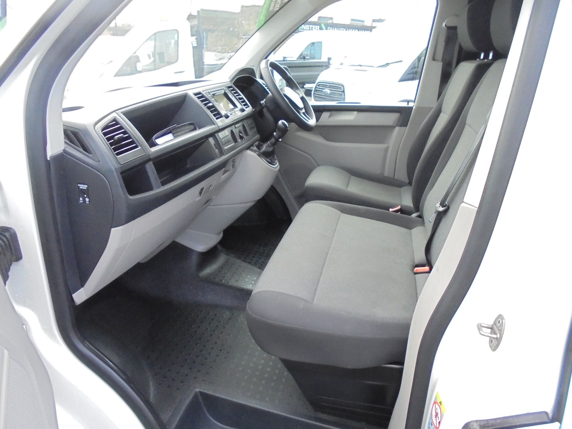2018 Volkswagen Transporter T28 2.0 Tdi Bmt 102 Startline Van Euro 6 (GJ18KFU) Image 22