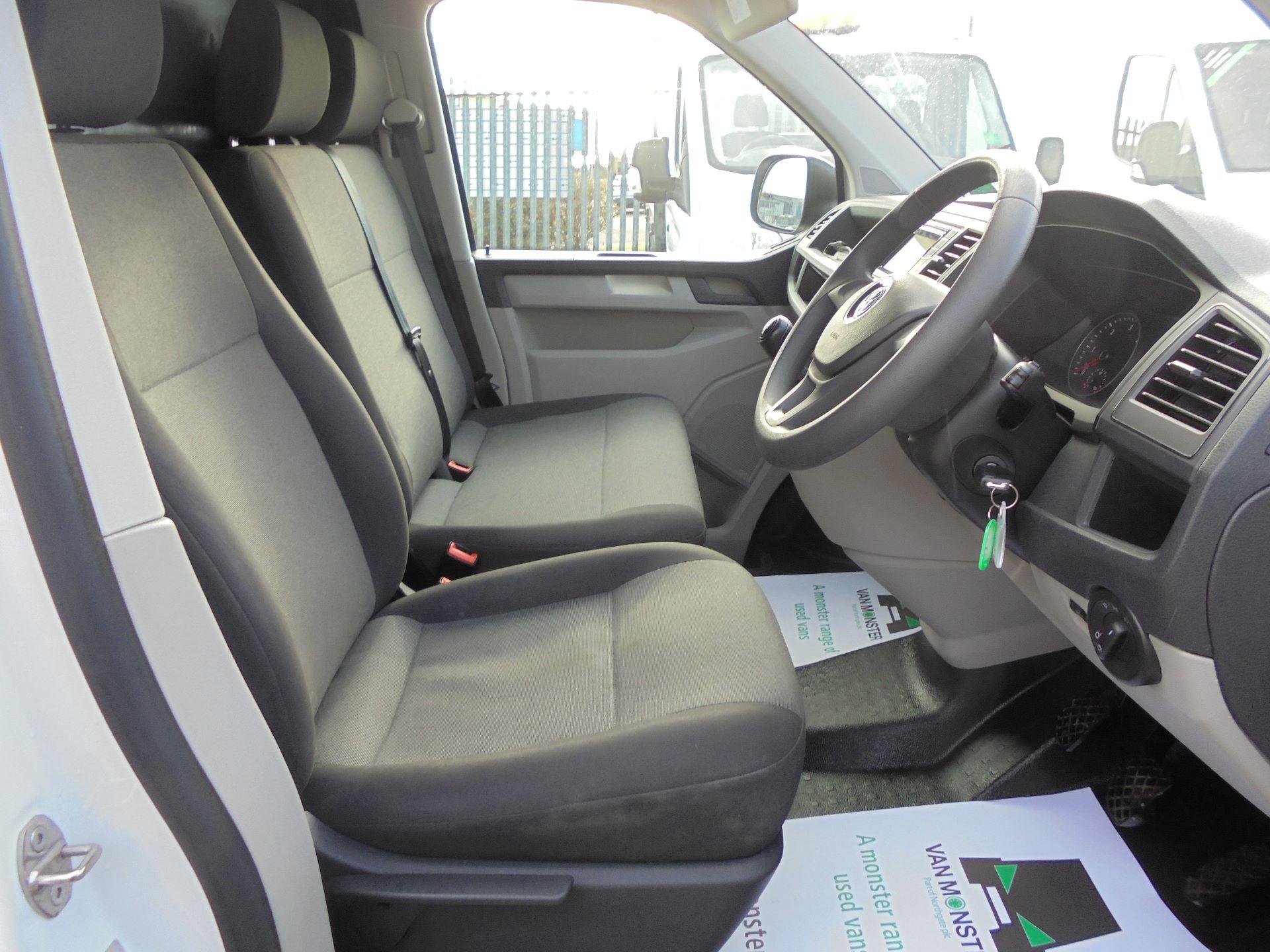 2018 Volkswagen Transporter  T30 LWB DIESEL 2.0 TDI BMT 102 STARTLINE VAN EURO 6 (GJ18UXR) Image 9