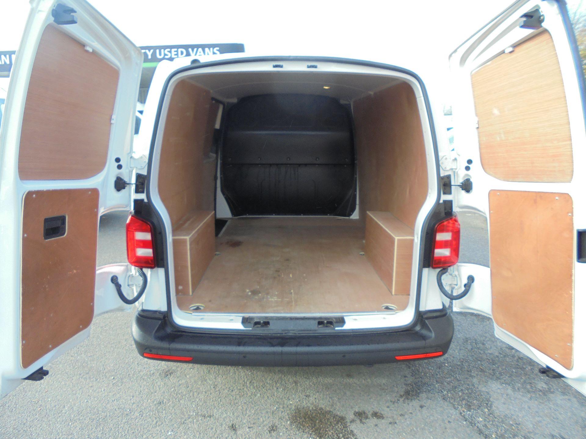2018 Volkswagen Transporter  T30 LWB DIESEL 2.0 TDI BMT 102 STARTLINE VAN EURO 6 (GJ18UXR) Image 14