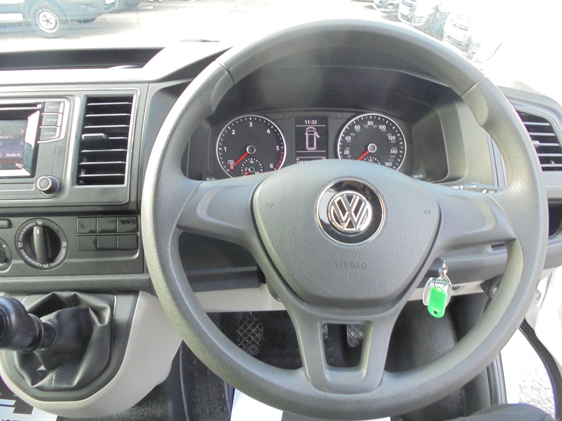 2018 Volkswagen Transporter  T30 LWB DIESEL 2.0 TDI BMT 102 STARTLINE VAN EURO 6 (GJ18UXR) Image 12