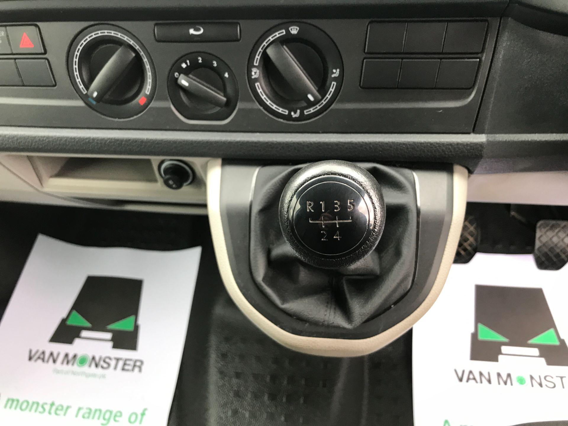 2018 Volkswagen Transporter  T30 LWB 2.0TDI BMT 102PS STARTLINE EURO 6 (GJ18UXT) Image 17