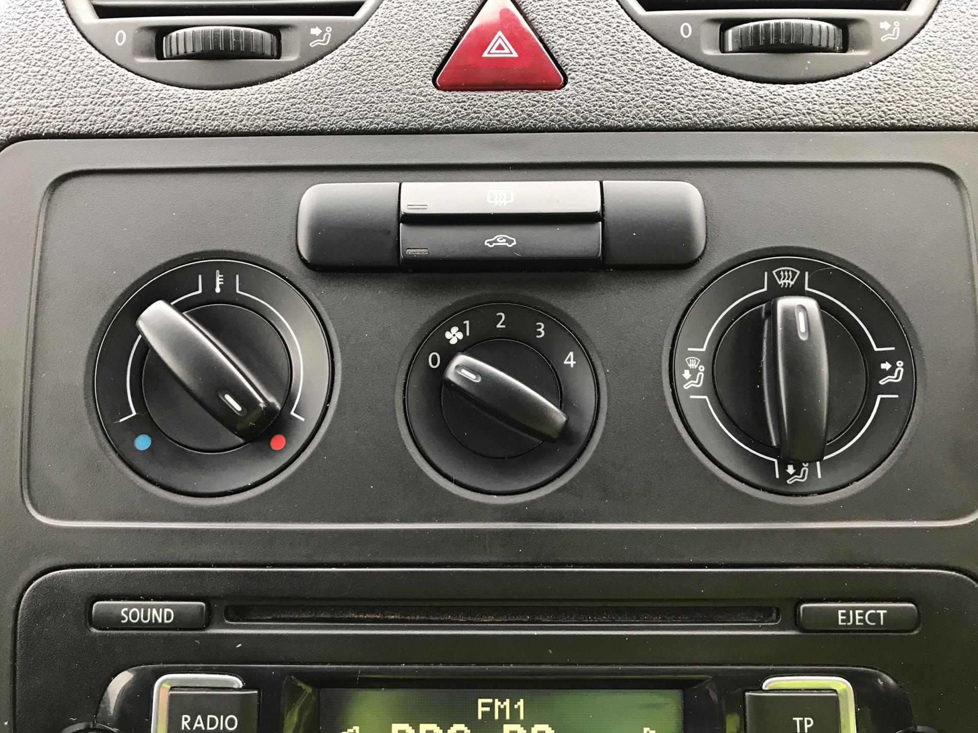 2015 Volkswagen Caddy  1.6 102PS STARTLINE EURO 5 (GJ65GHD) Image 19