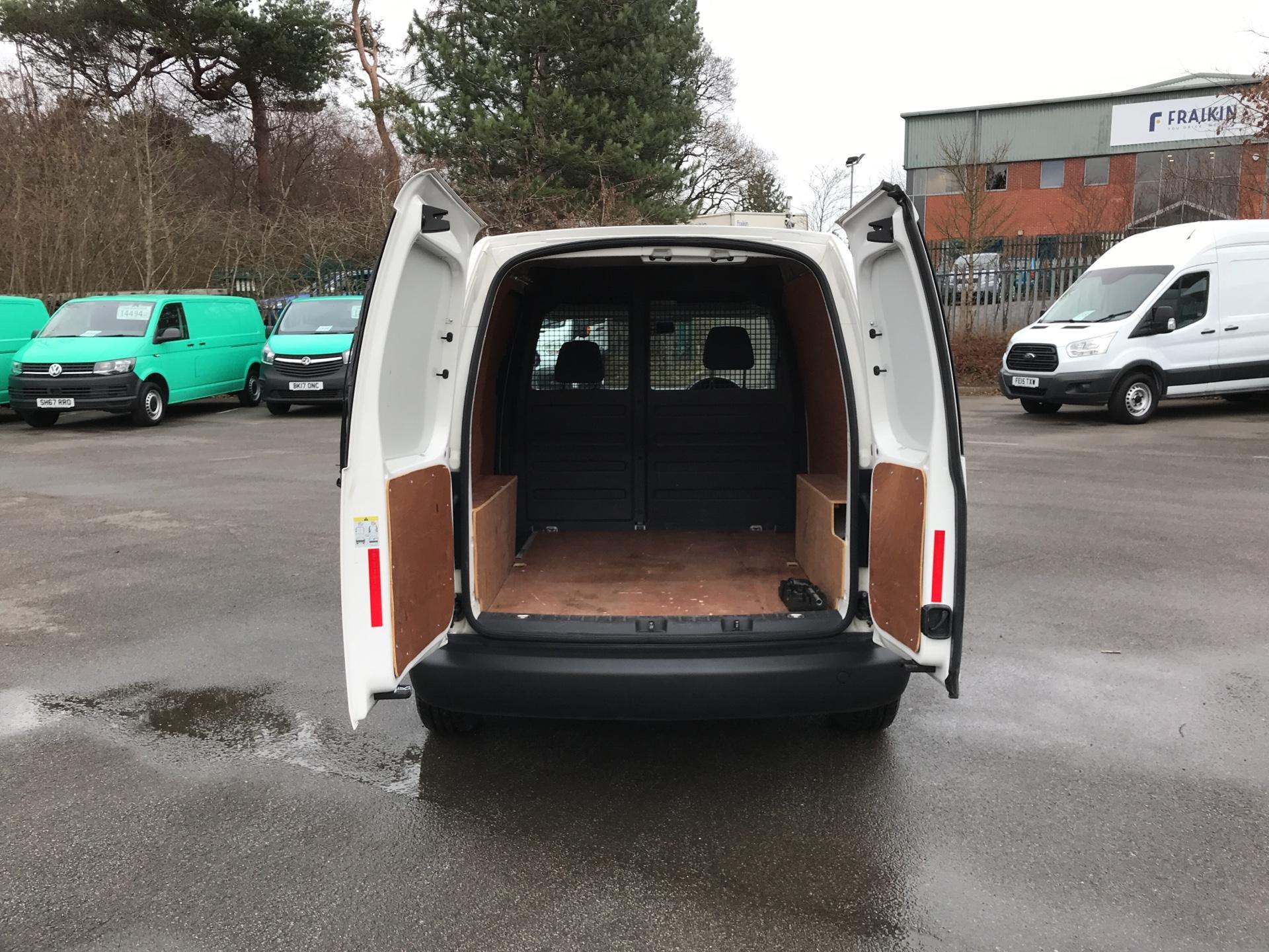 2015 Volkswagen Caddy  1.6 102PS STARTLINE EURO 5 (GJ65GHD) Image 15