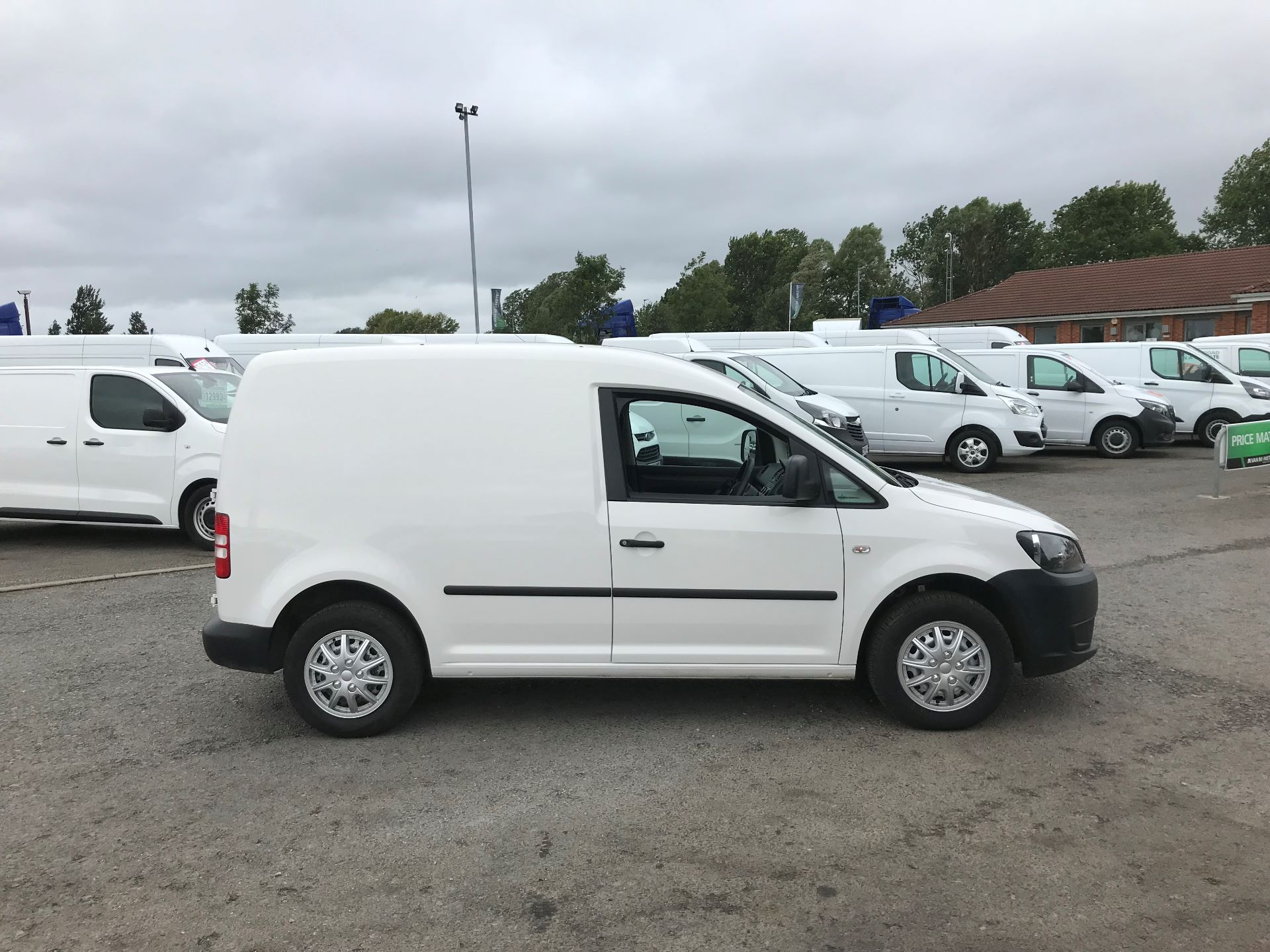 2016 Volkswagen Caddy  1.6 102PS STARTLINE EURO 5 (GJ65JFK) Thumbnail 3