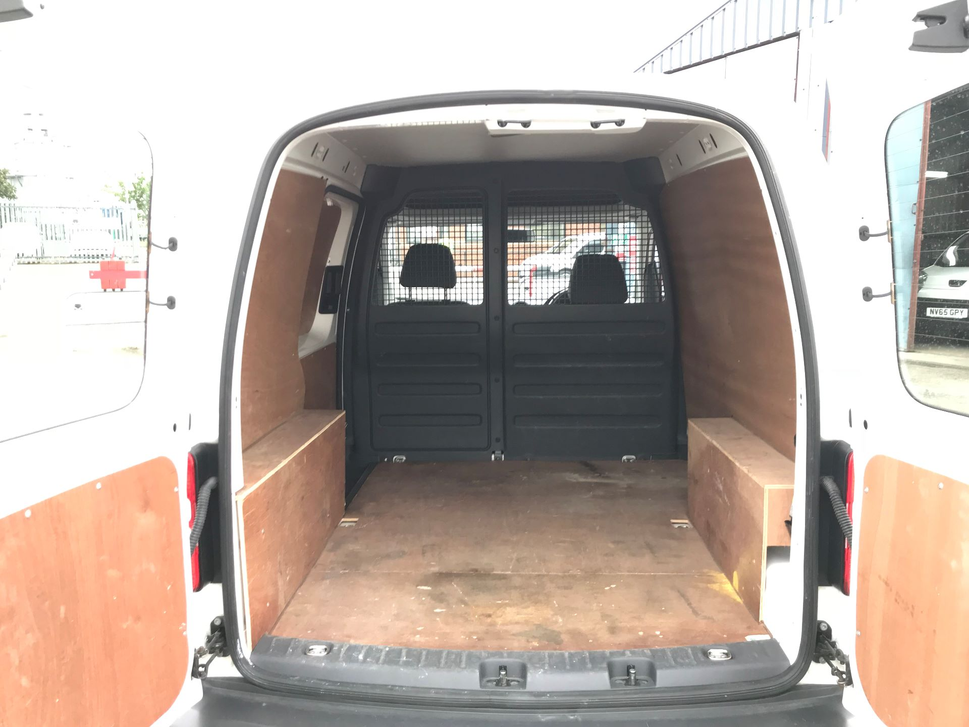 2016 Volkswagen Caddy  1.6 102PS STARTLINE EURO 5 (GJ65JFK) Thumbnail 16