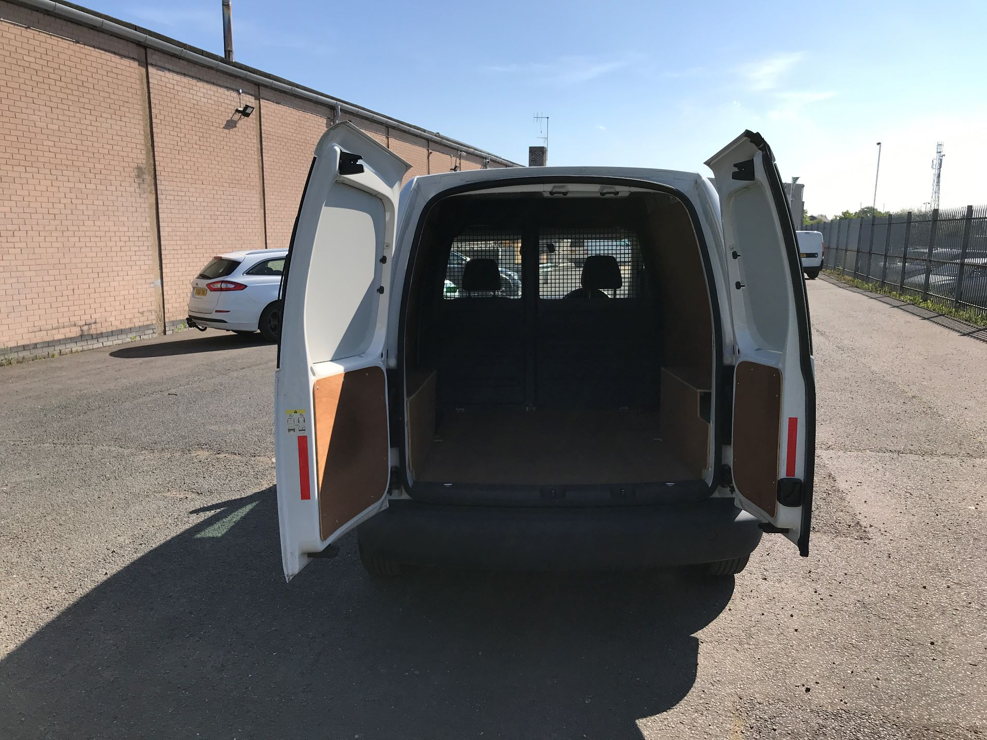 2016 Volkswagen Caddy 1.6TDI 75PS STARTLINE EURO 5 (GJ65JKV) Image 16
