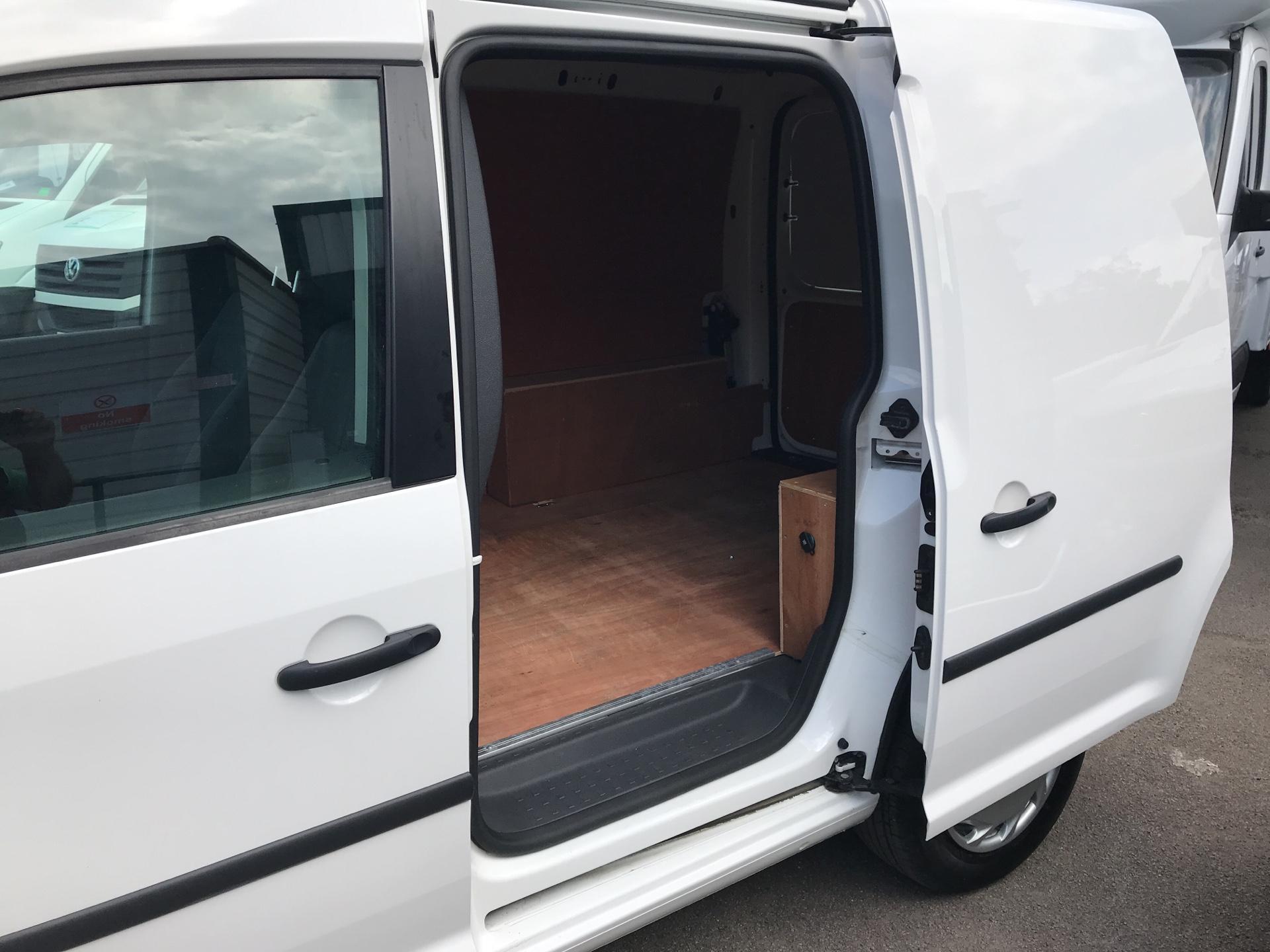 2016 Volkswagen Caddy 1.6 75PS STARTLINE EURO 5 (GJ65JLU) Image 23