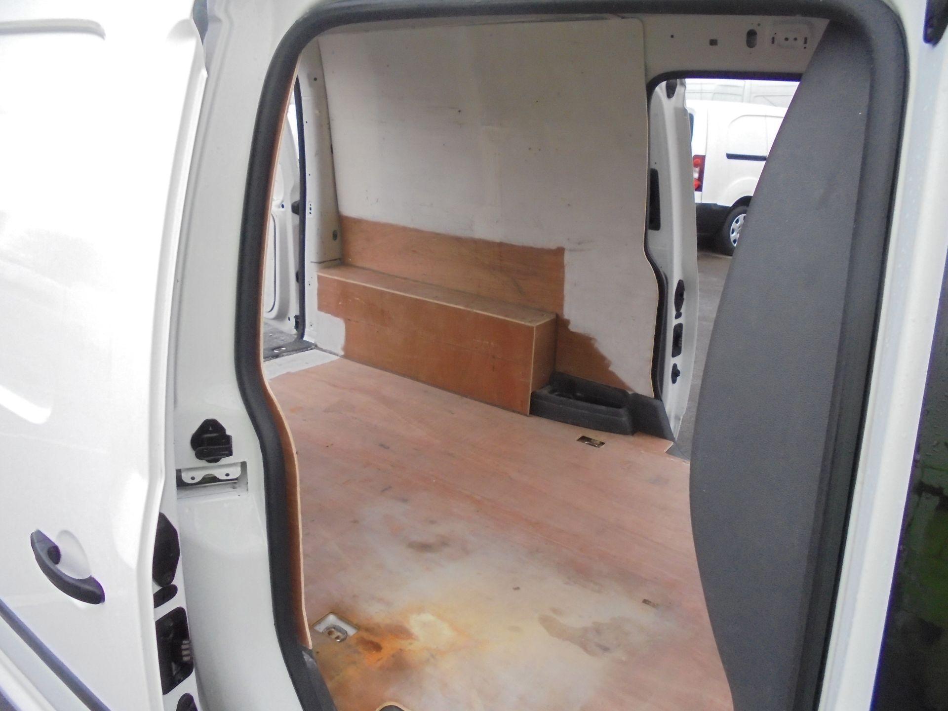 2016 Volkswagen Caddy Maxi 1.6 Tdi 102Ps Startline Van (GJ65JRZ) Image 28